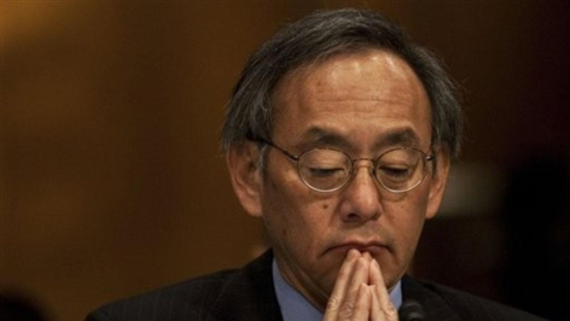 Energy Secretary Steven Chu pauses while testifying on Capitol Hill in Washington, Thursday, June 17, 2010. (AP)