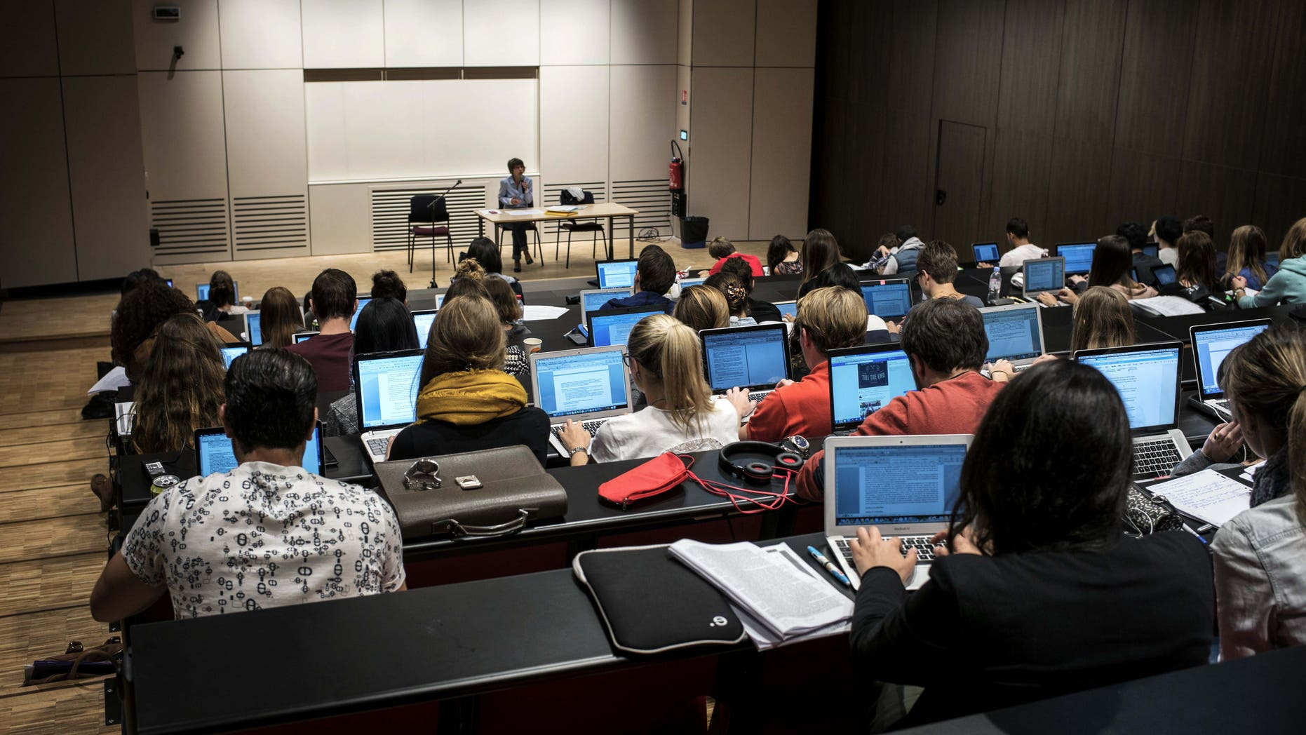 Students of the Catholic University of Lyon use laptops to take notes in a classroom, on September 18, 2015 in Lyon, eastern France. AFP PHOTO / JEFF PACHOUD        (Photo credit should read JEFF PACHOUD/AFP/Getty Images)