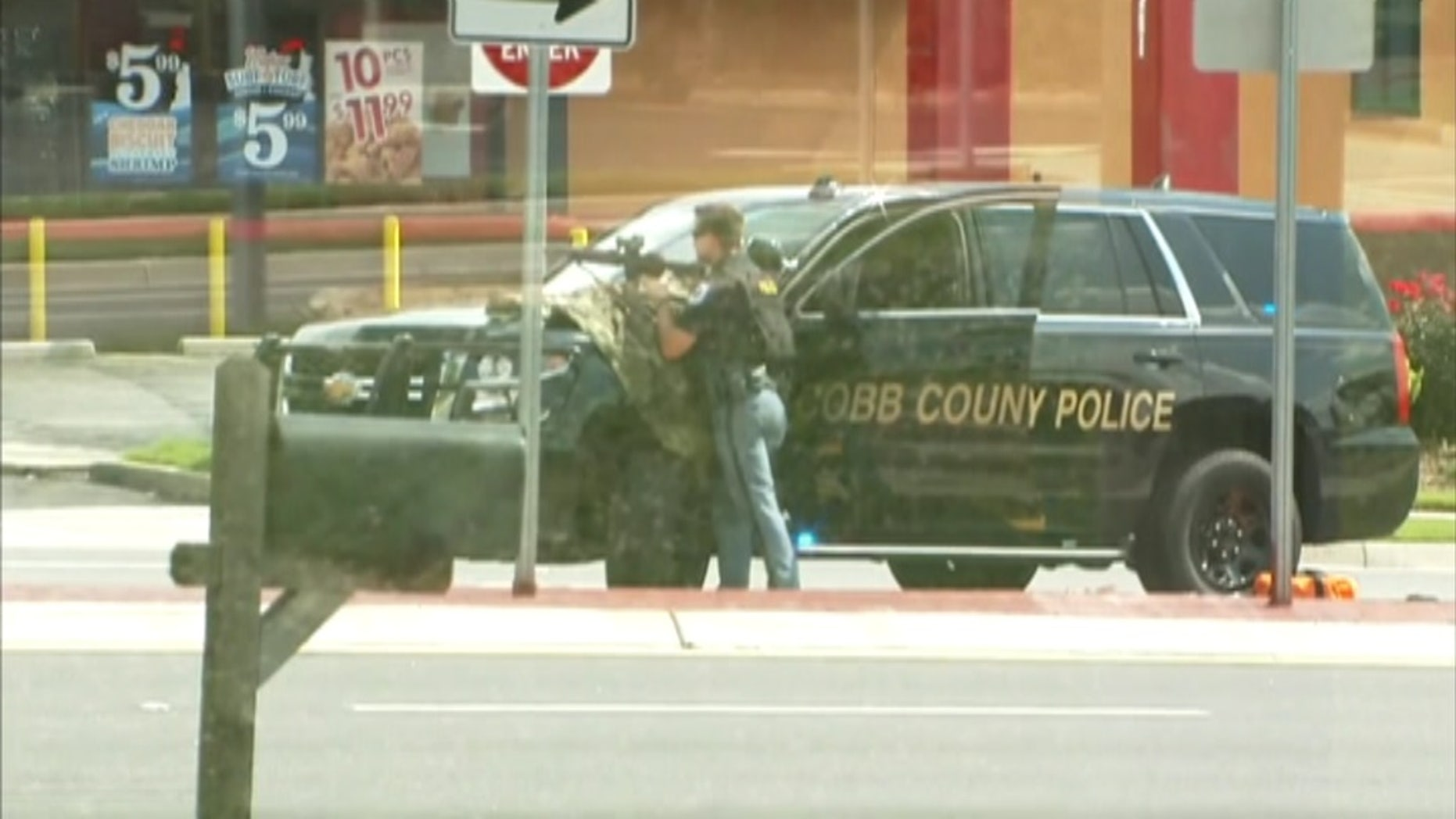 A man who claimed that he had a bomb inside a Georgia bank has died, police said.