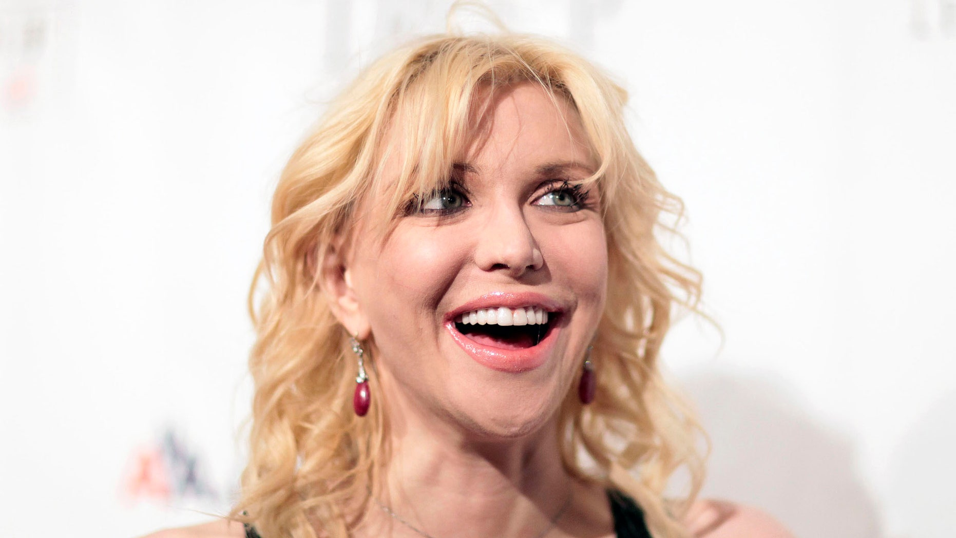 """November 16, 2009. Courtney Love arrives at """"An Enduring Vision,"""" a benefit dinner for the Elton John Aids Foundation in New York."""