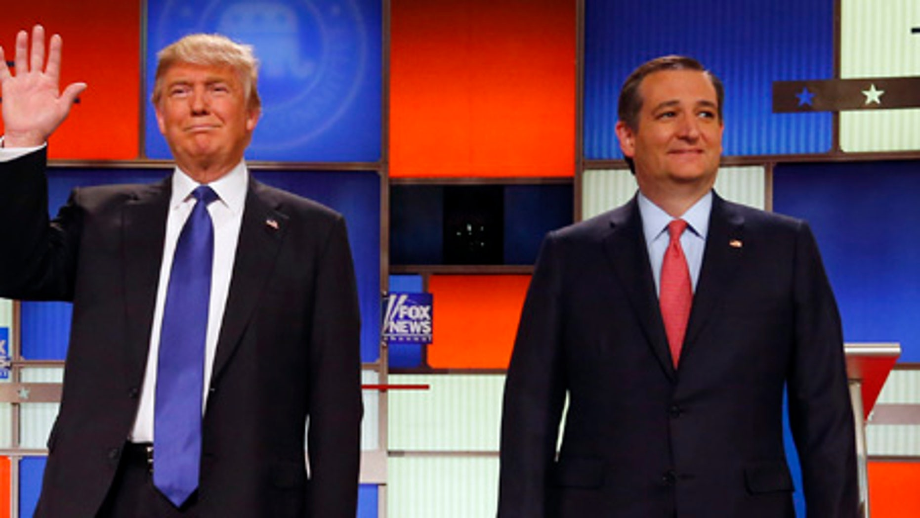 The campaign apps of Sen. Ted Cruz, left, and Gov. John Kasich were identified as having issues in a new report.