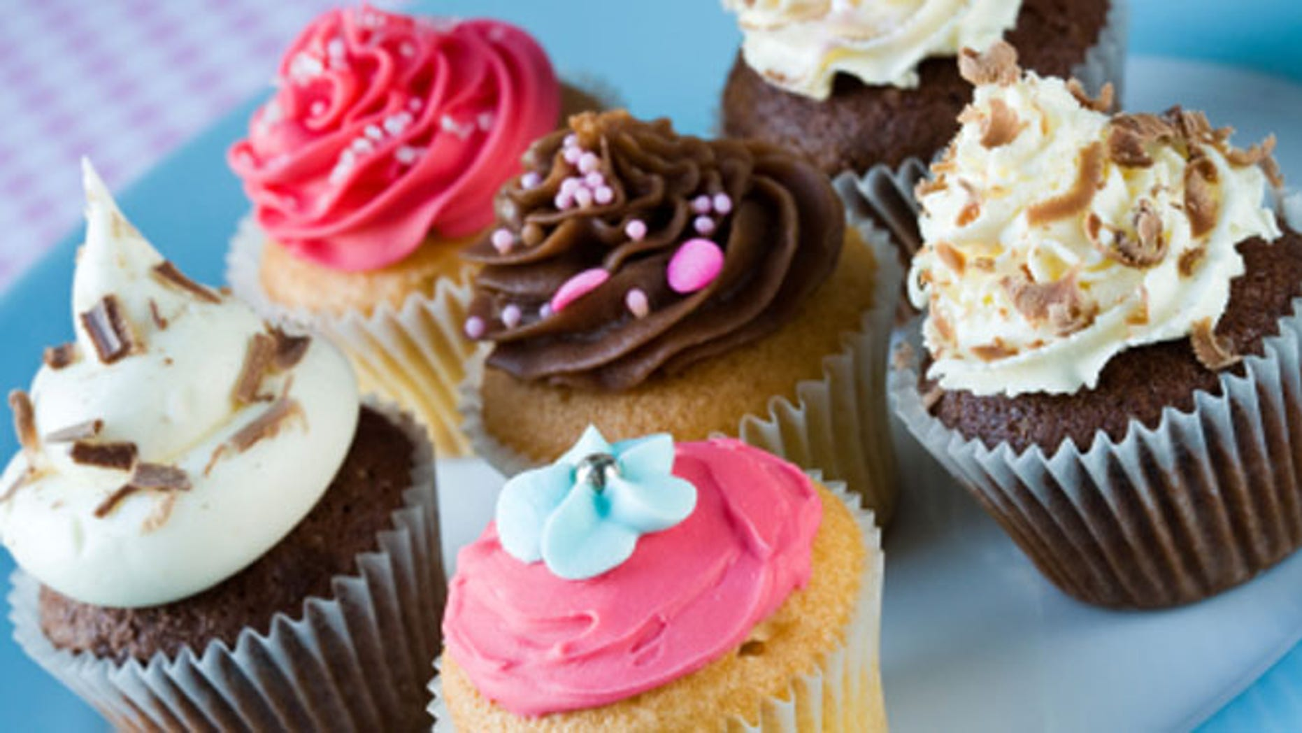 Think that the cupcake craze if over? Some U.S. bakers beg to differ.