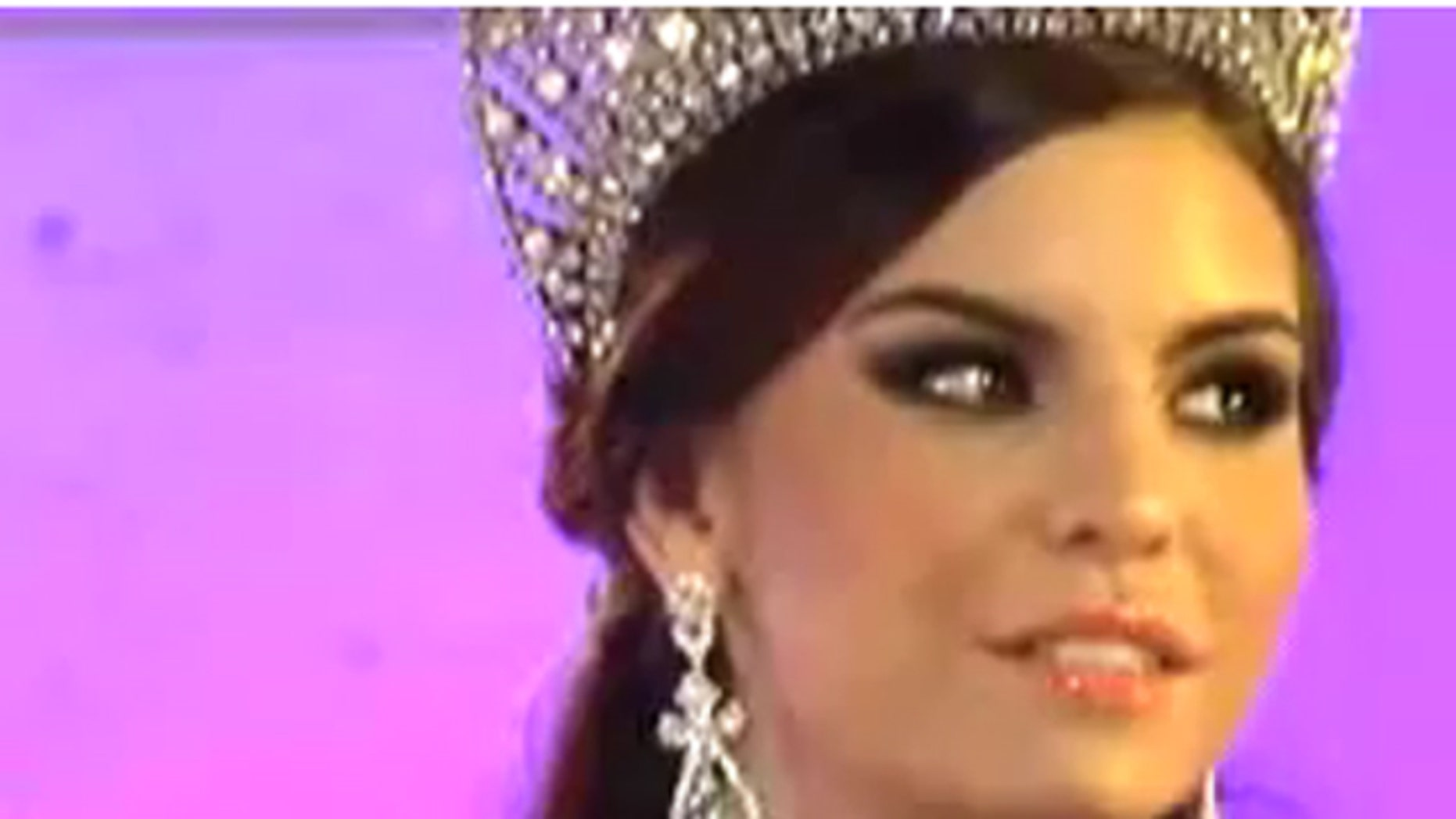 Cynthia de la Vega, first runner up for Nuestra Belleza Mexico, claims she was stripped of her title after gaining a mere six pounds.