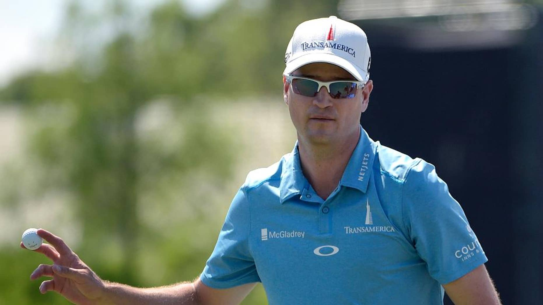 Zach Johnson acknowledges the crowd after making a putt for par on the 17th green during the third round of the Arnold Palmer Invitational golf tournament in Orlando, Fla., Saturday, March 21, 2015.(AP Photo/Phelan M. Ebenhack)