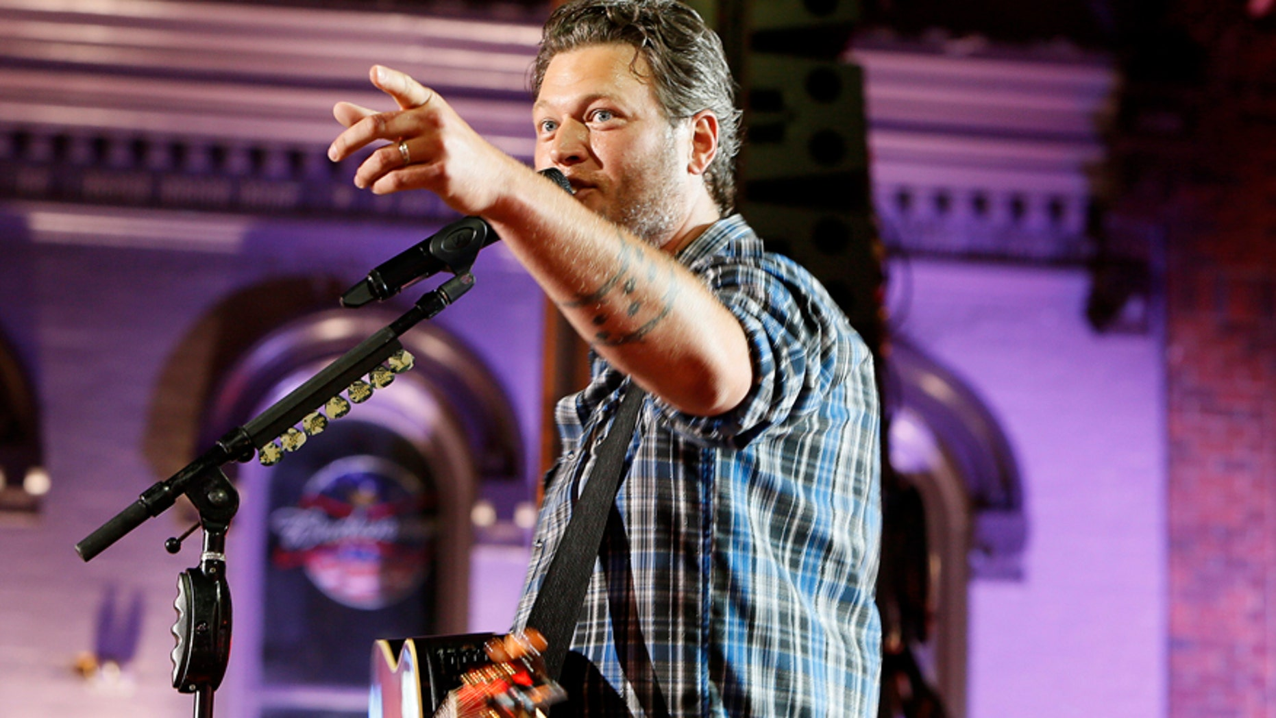 "Musician Blake Shelton performs ""Boys 'Round Here"" during the 2014 CMT Music Awards in Nashville, Tennessee June 4, 2014."