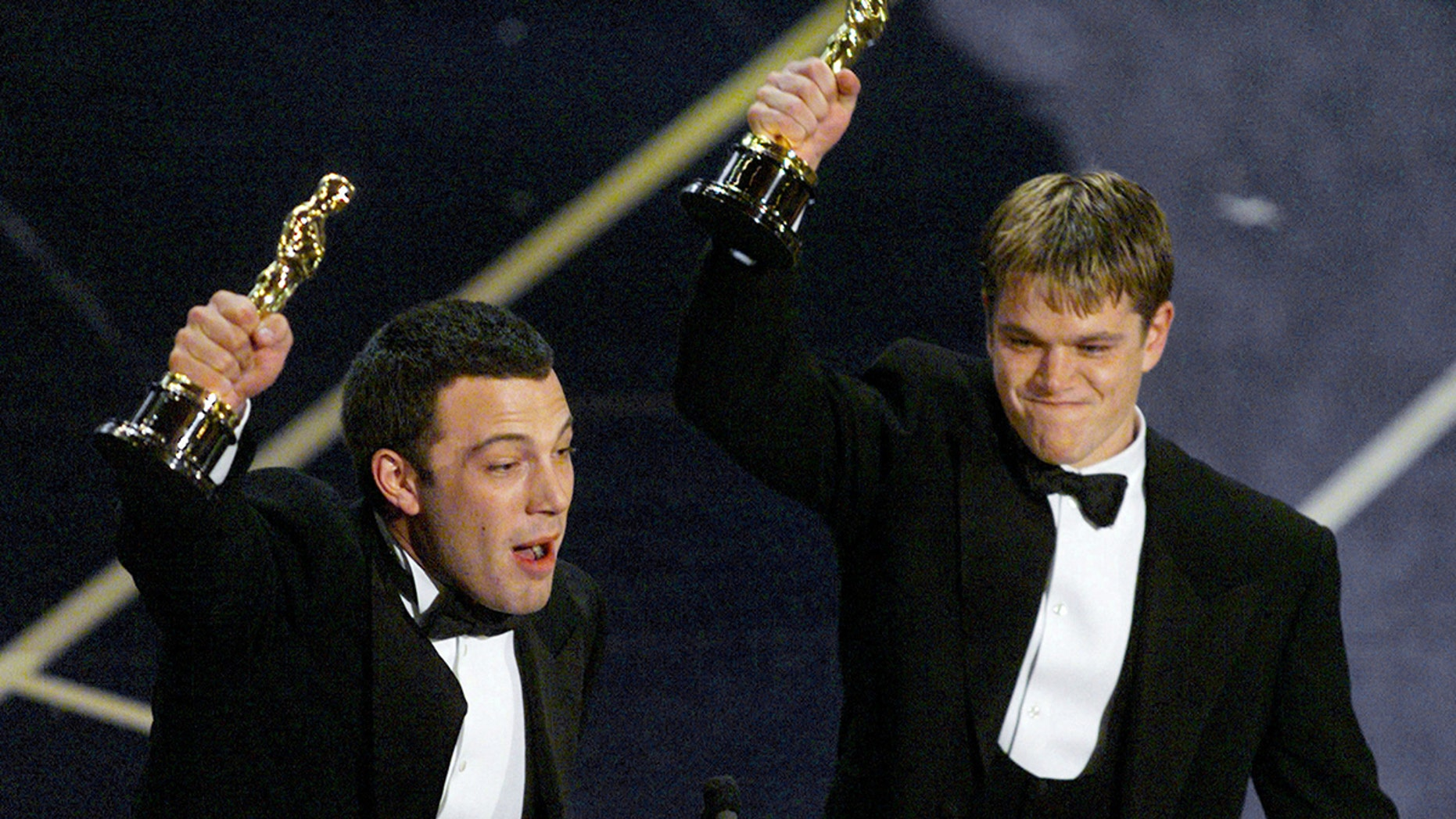 Ben Affleck (L) and Matt Damon hold up their Oscars after winning in the Original Screenplay for their movie Good Will Hunting, March 23.**DIGITAL IMAGE** - PBEAHUMAOAV