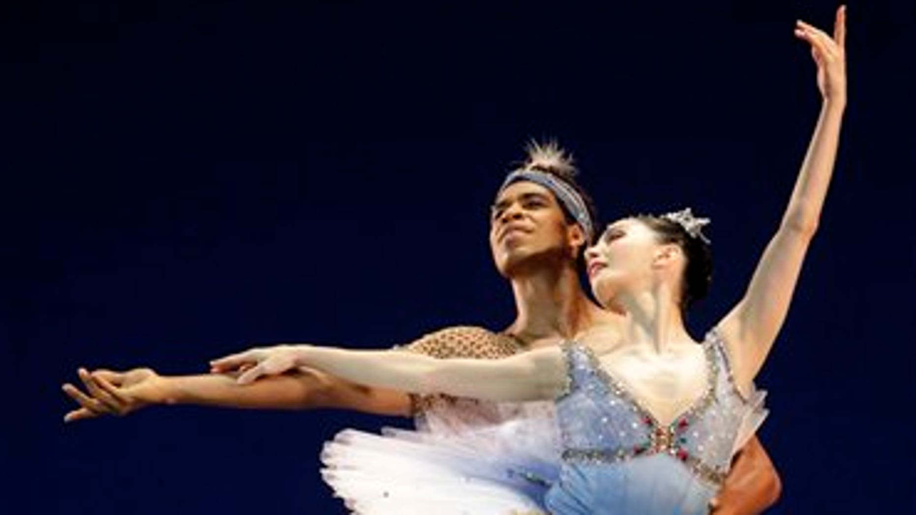Spain's Tamara Rojo and Cuba's Carlos Acosta perform on July 15, 2009, with the Royal Ballet of London.