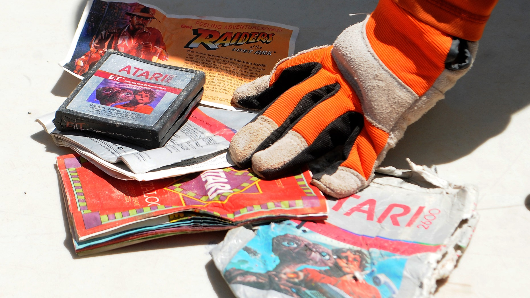 File photo: The first recovered Atari cartridge and packaging recovered from the old Alamogordo landfill are shown in Alamogordo, New Mexico, April 26, 2014.  (REUTERS/Mark Wilson)