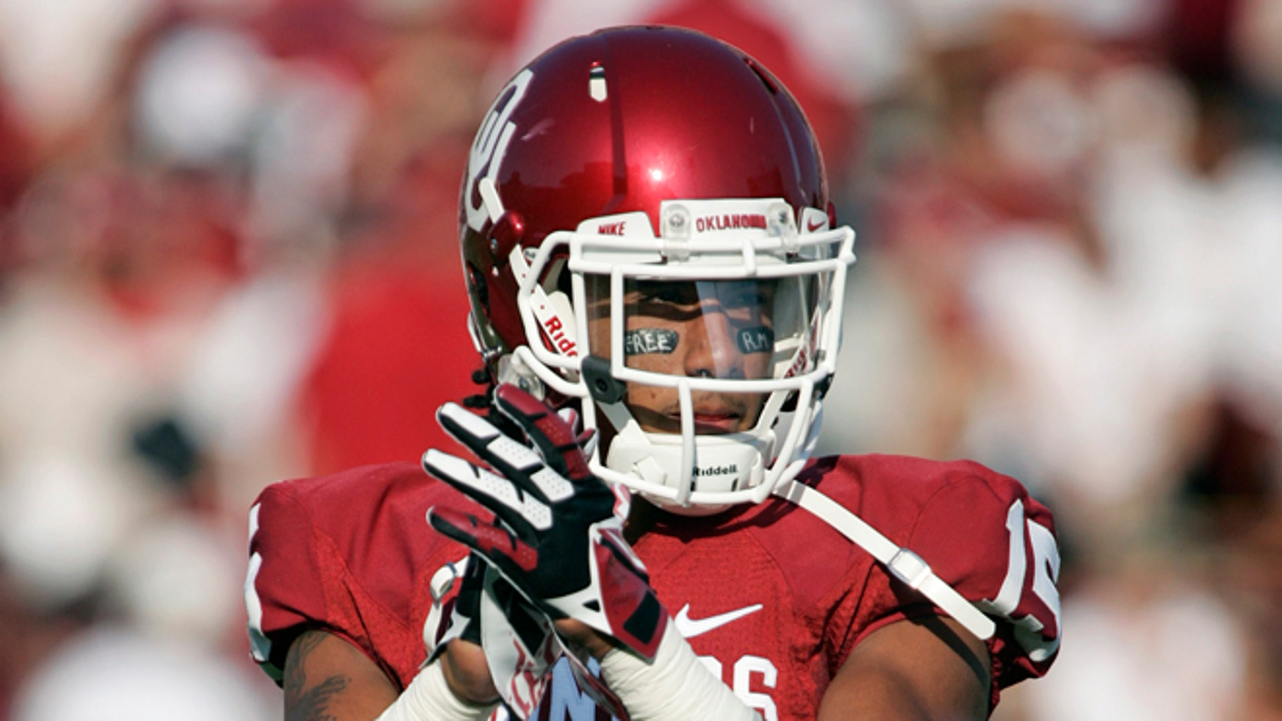 NORMAN, OK - AUGUST 31:  Defensive back Zack Sanchez #15 of the Oklahoma Sooners warms up before the game against the Louisiana-Monroe Warhawks August 31, 2013 at Gaylord Family-Oklahoma Memorial Stadium in Norman, Oklahoma. Oklahoma defeated Louisiana-Monroe 34-0. (Photo by Brett Deering/Getty Images)