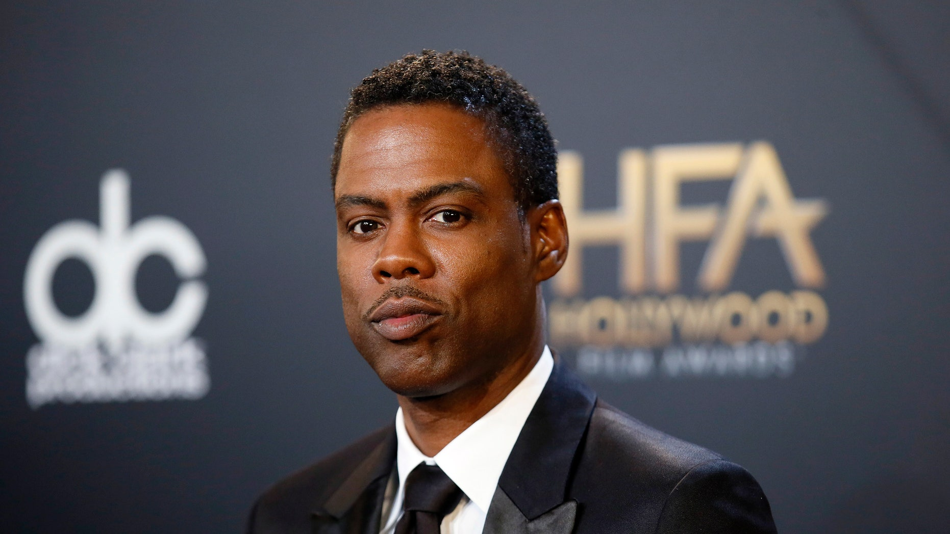 """Actor Chris Rock poses backstage with his comedy film award for """"Top Five"""" during the Hollywood Film Awards in Hollywood, California November 14, 2014.  REUTERS/Danny Moloshok (UNITED STATES  - Tags: ENTERTAINMENT)   - RTR4E84B"""