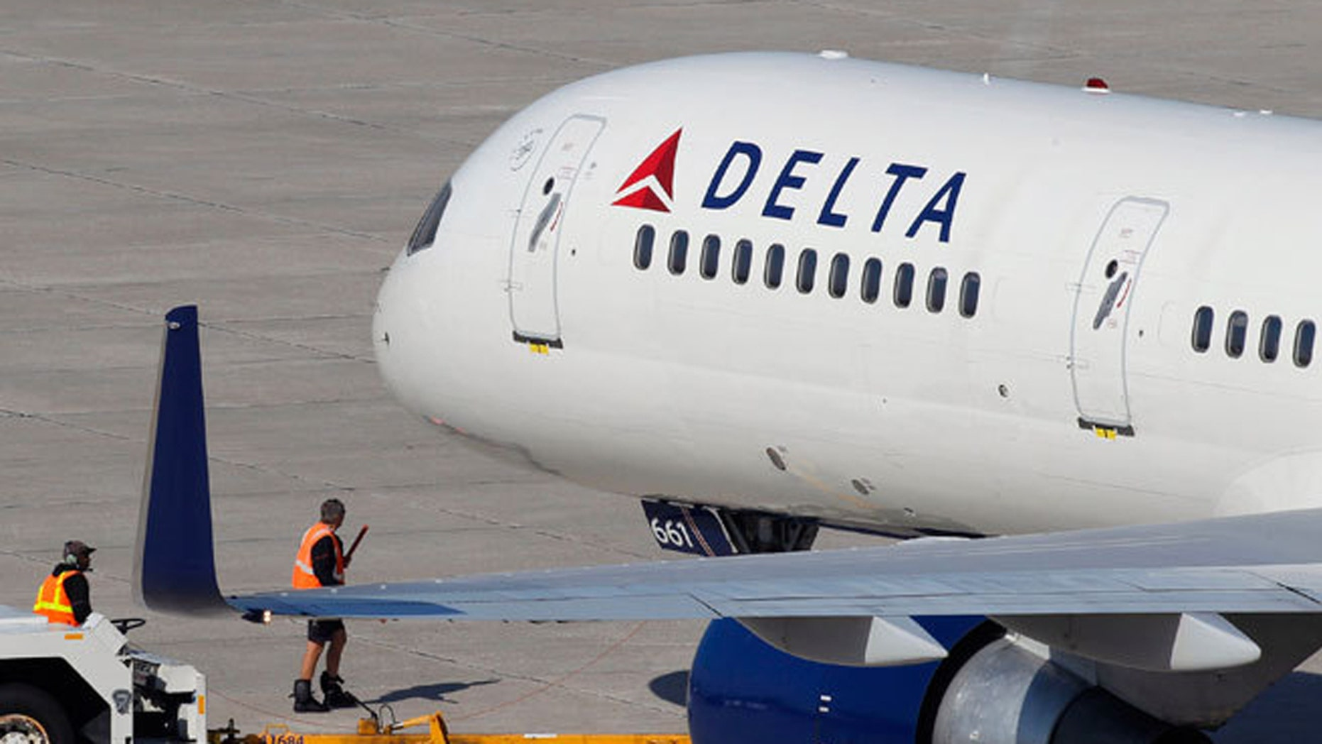A Delta Air Lines pilot is being praised for turning a plane back towards the gate to pick up a family traveling to their father's funeral.