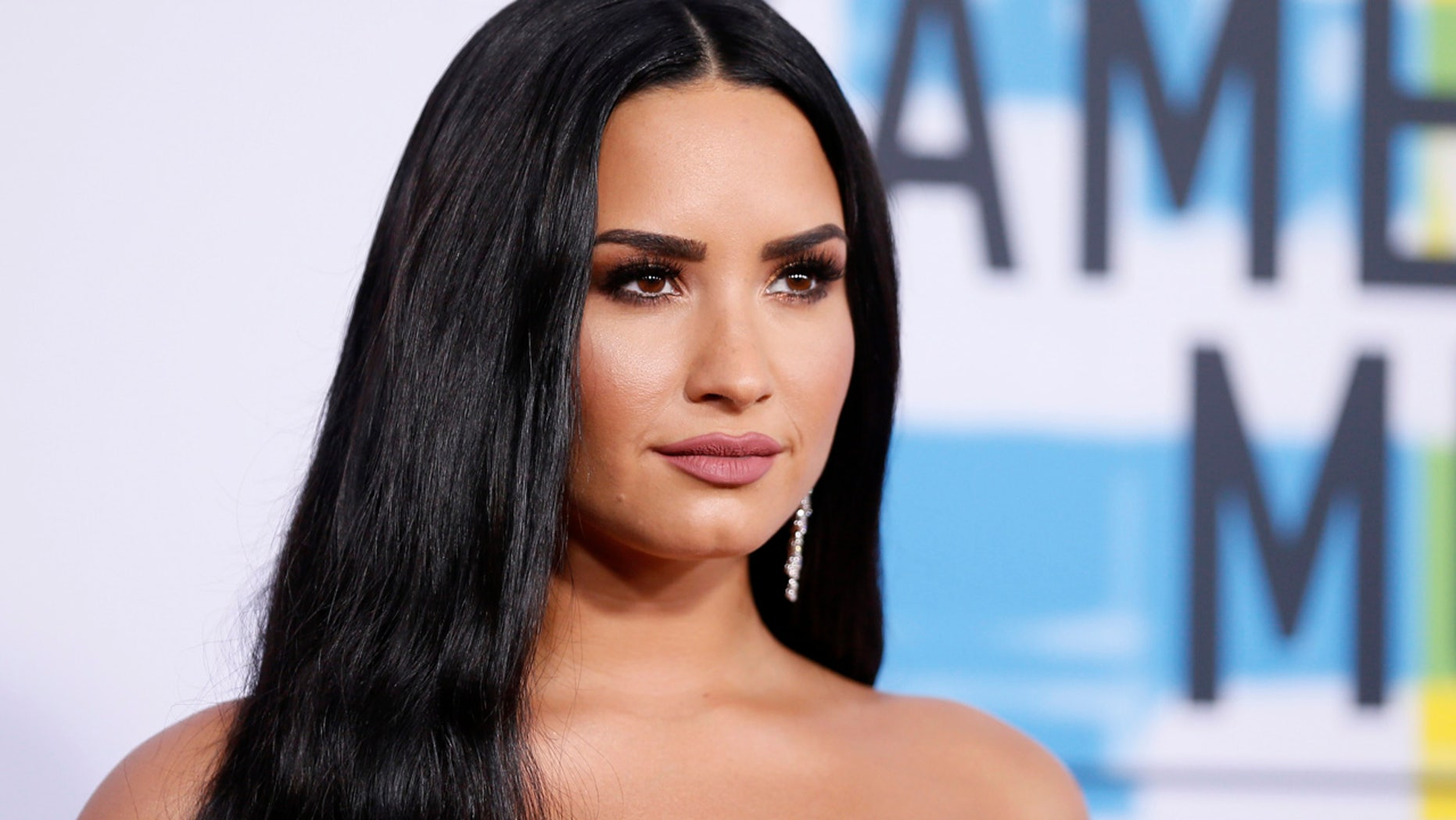 Demi Lovato arives at the 2017 American Music Awards.