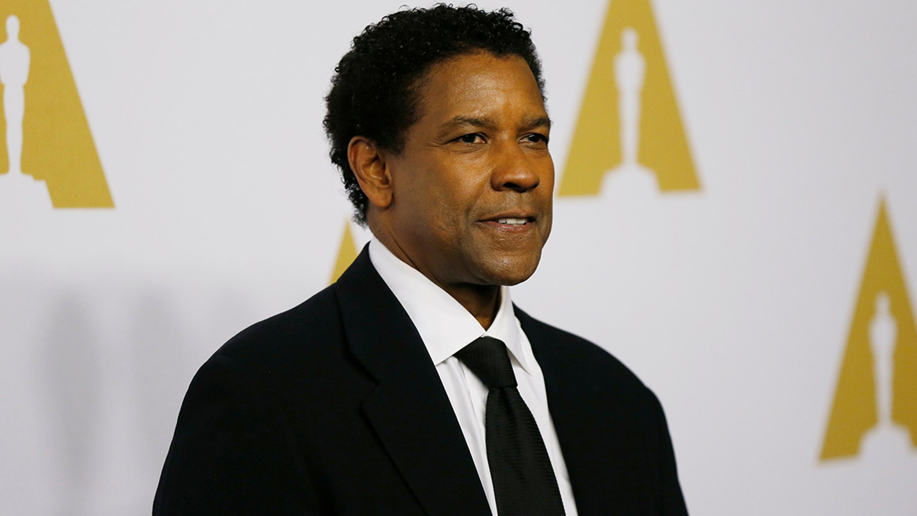 Actor Denzel Washington arrives at the 89th Oscars Nominee Luncheon in Beverly Hills, California, U.S., February 6, 2017.  REUTERS/Mario Anzuoni - HT1ED261POIIL