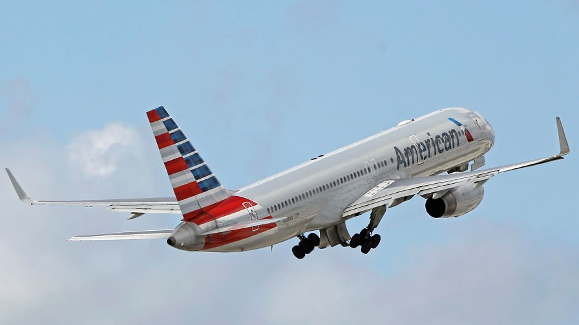"""An American Airlines flight from Los Angeles to Washington, D.C. was reportedly delayed to a """"urine smell"""" in the plane's cabin on Sunday, July 9, 2017."""