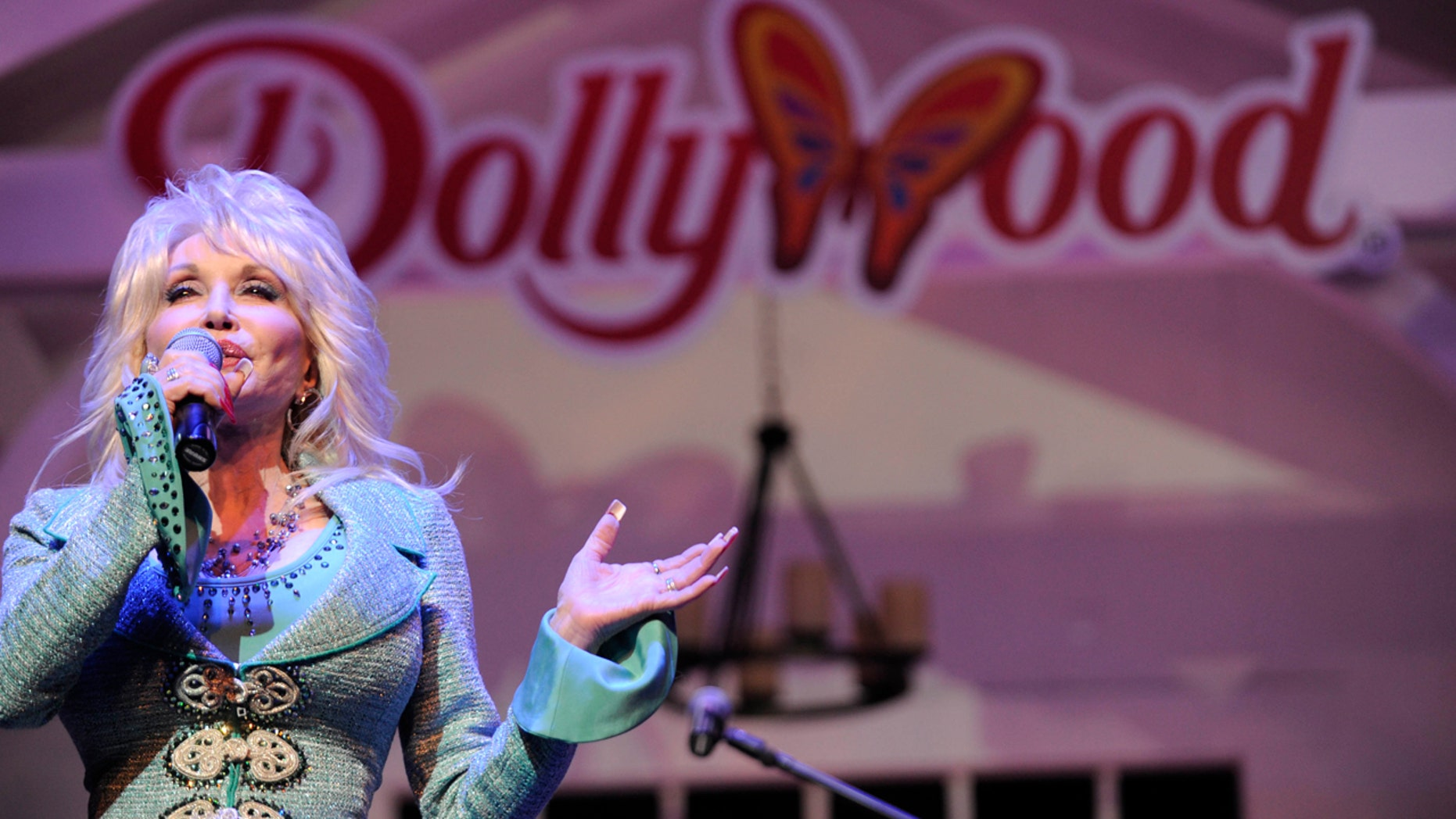 Dolly Parton announces $37M Dollywood expansion for 2019