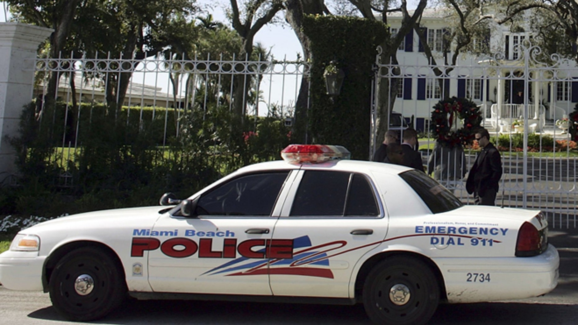 MIAMI BEACH, FL - DECEMBER 27:  Security personnel and a city of Miami Beach police officer guard the front entrance to the home where British Prime Minister Tony Blair and his family are vacationing December 27, 2006 in Miami Beach, Florida. Blair is staying at the home of Robin Gibb of the Bee Gees. Last night, British Airways Flight 209, with Blair aboard, missed a turn after landing and struck runway lights at Miami International Airport. There were no reports of injuries.  (Photo by Joe Raedle/Getty Images)
