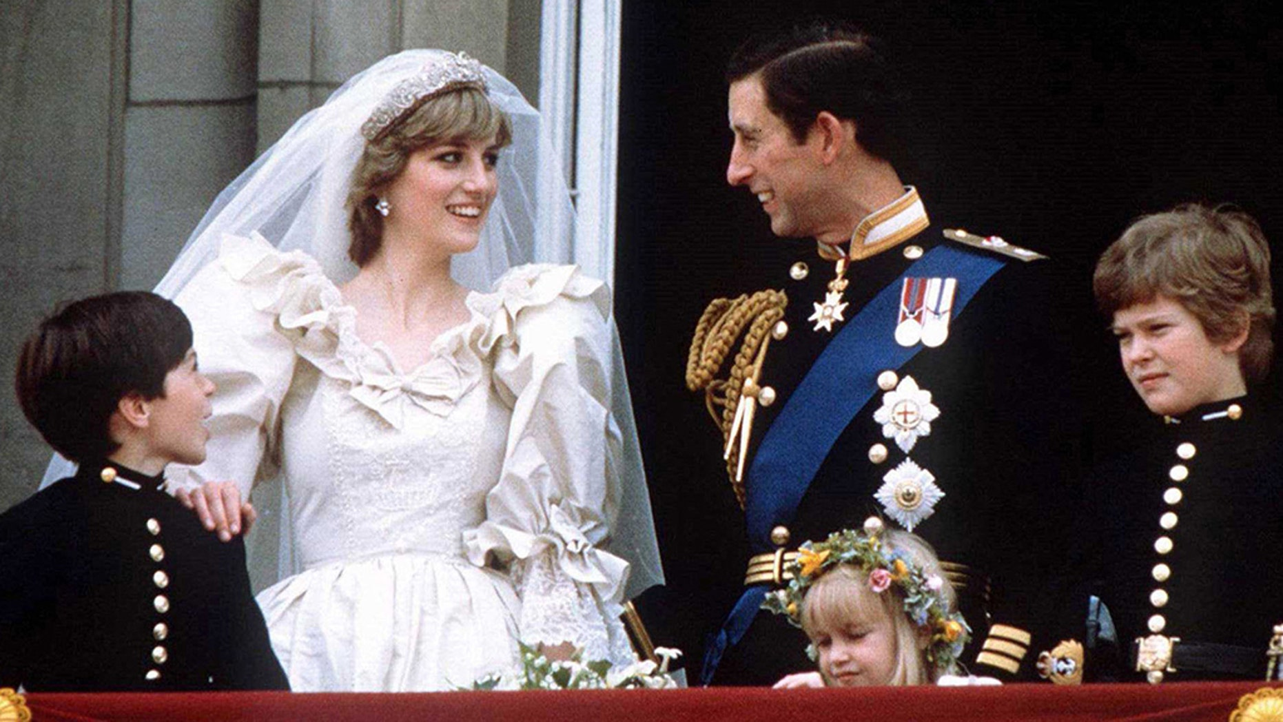 Charles And Diana Wedding.Princess Diana S Waist Shrunk Down To 23 Inches For Her Wedding To