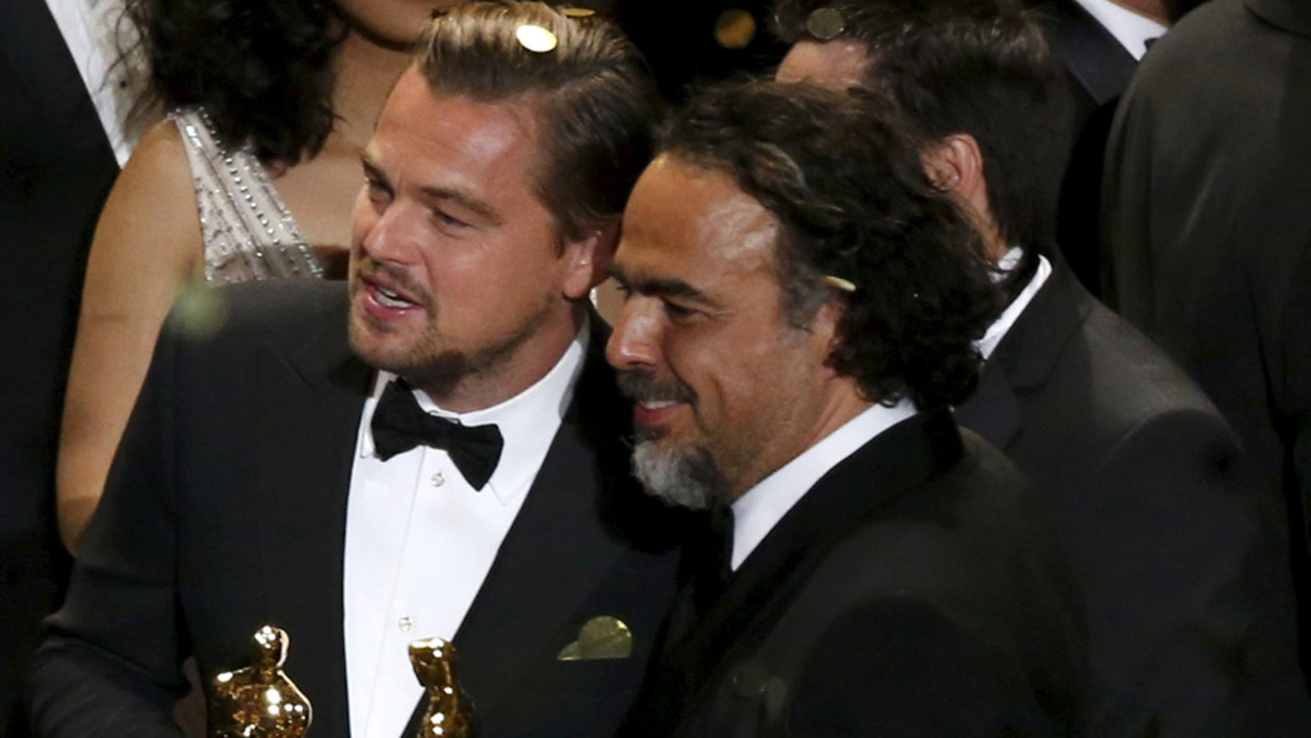 Director Alejandro Inarritu (R) and actor Leonardo DiCaprio hold their Oscars after the end of the awards ceremony at the 88th Academy Awards in Hollywood, California February 28, 2016.   REUTERS/Mario Anzuoni        TPX IMAGES OF THE DAY      - RTS8HAU