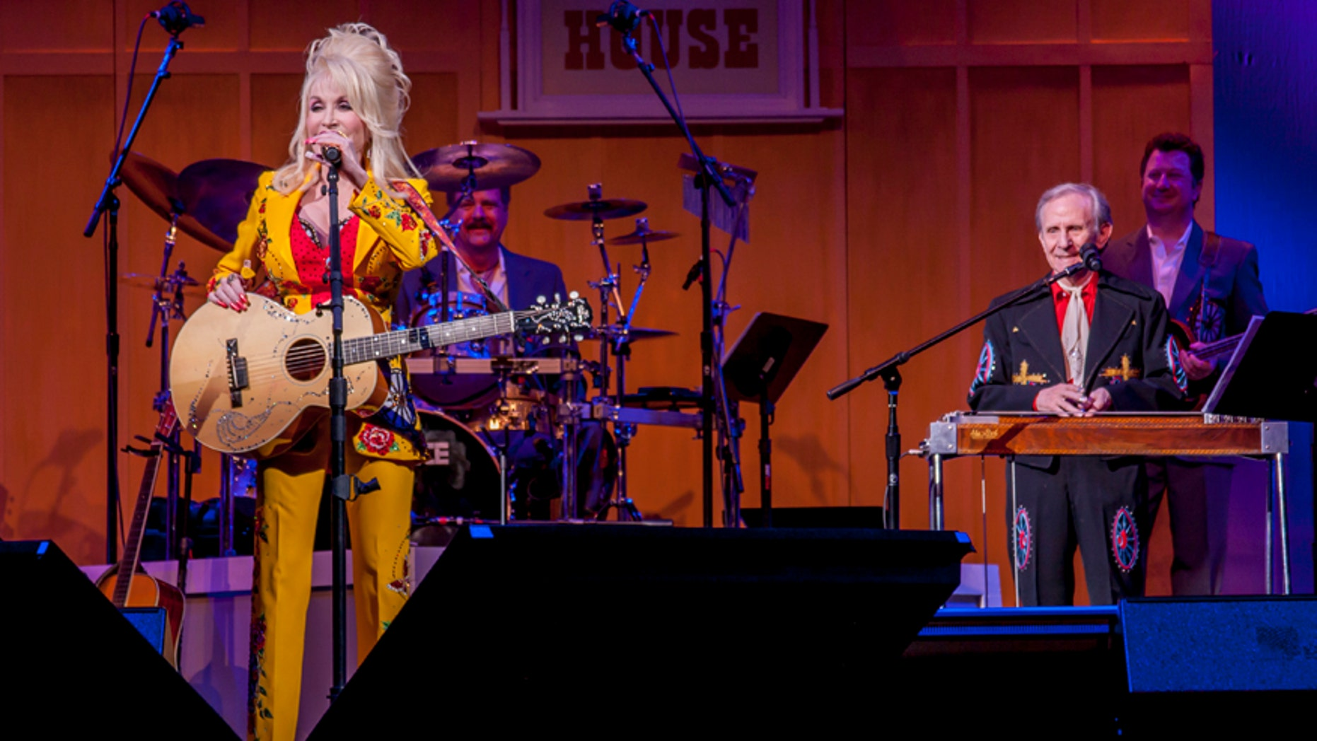 Dolly Parton and Don Warden perform at the Wagon House.