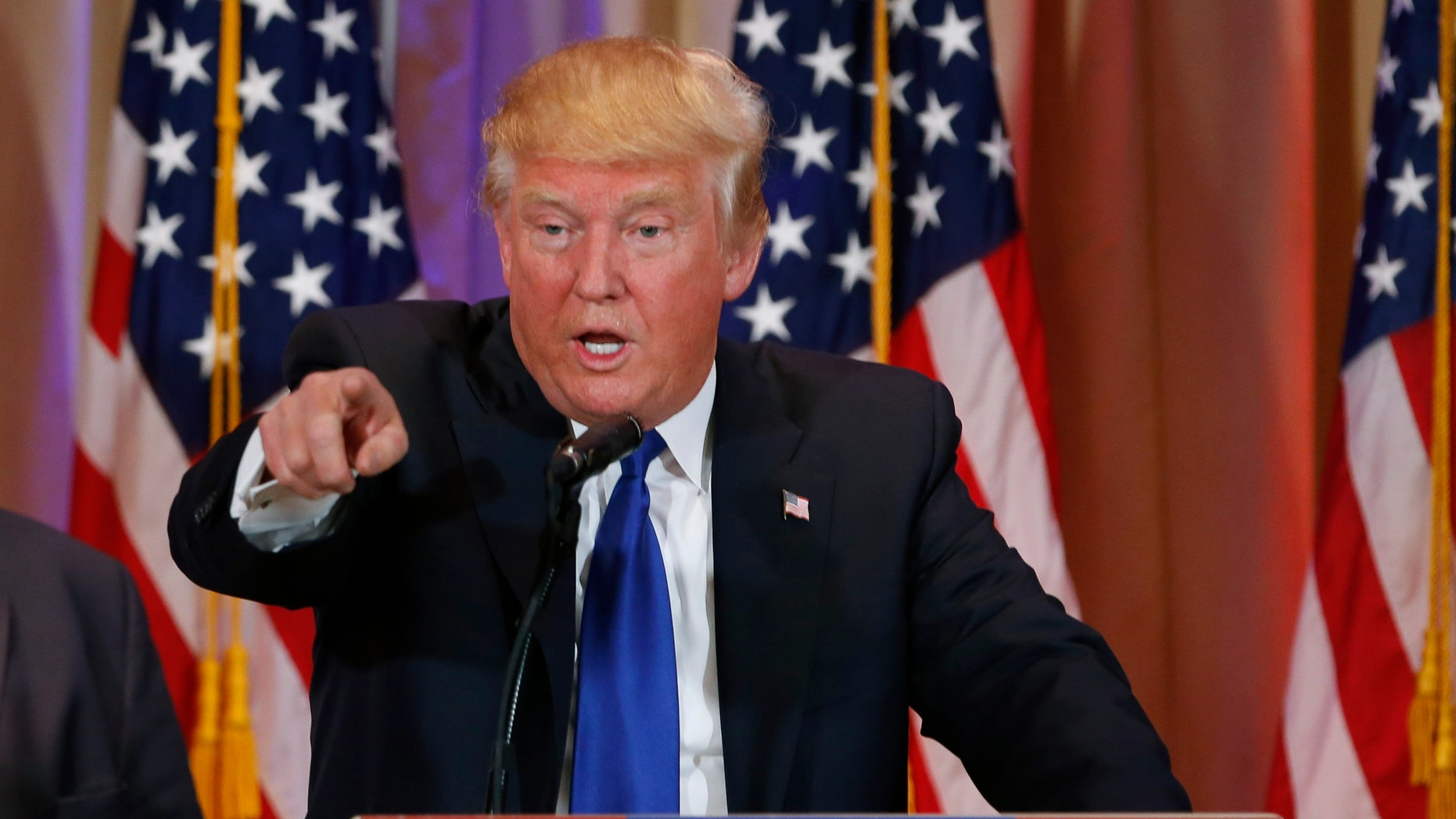 Republican U.S. presidential candidate Donald Trump speaks about the results of Super Tuesday primary and caucus voting during a news conference in Palm Beach, Florida March 1, 2016. (REUTERS/Scott Audette)