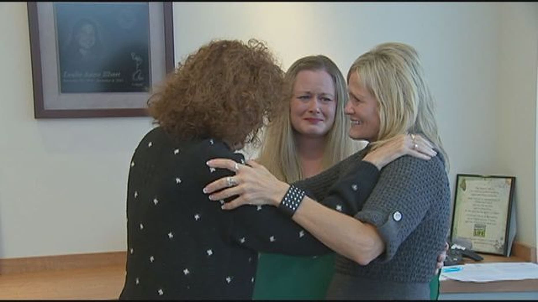 Kathy Farmer, right, and Lisa Farmer, center, meet the woman who received Stacie Farmer's pancreas and kidney.