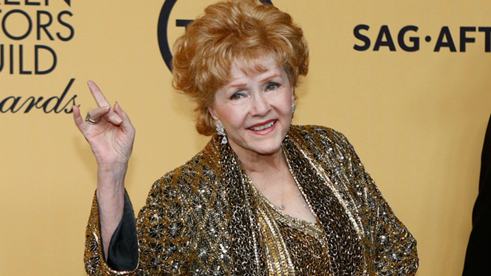 Actress Debbie Reynolds poses backstage after accepting her Lifetime Achievement awards at the 21st annual Screen Actors Guild Awards in Los Angeles, California January 25, 2015.  REUTERS/Mike Blake (UNITED STATES - Tags: ENTERTAINMENT) (SAGAWARDS-BACKSTAGE) - RTR4MVKC