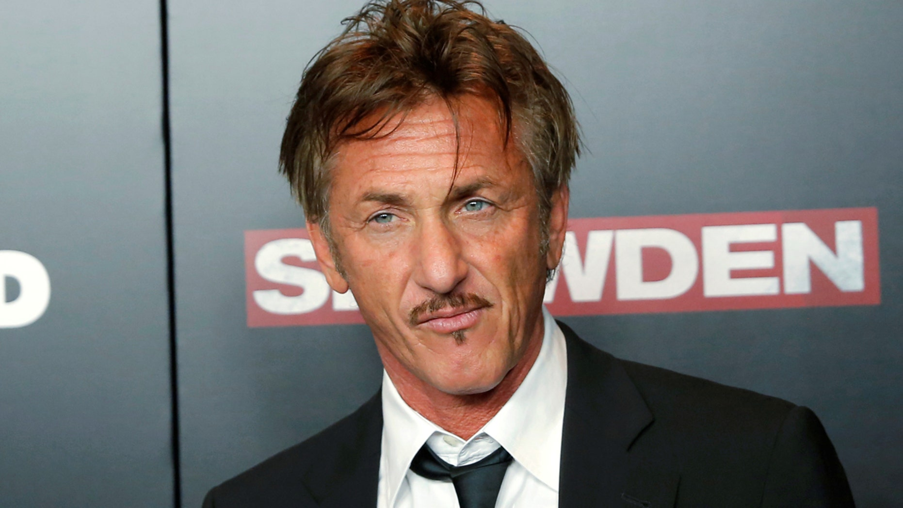 "Actor Sean Penn attends the premiere of the film ""Snowden"" in Manhattan, New York, U.S., September 13, 2016.  REUTERS/Andrew Kelly - RTSNMNG"