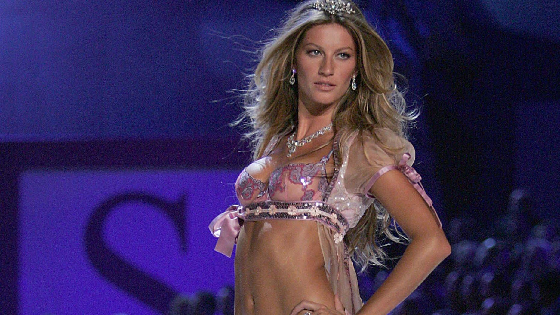 walks the runway at The Victoria's Secret Fashion Show at the 69th Regiment Armory November 9, 2005 in New York City.