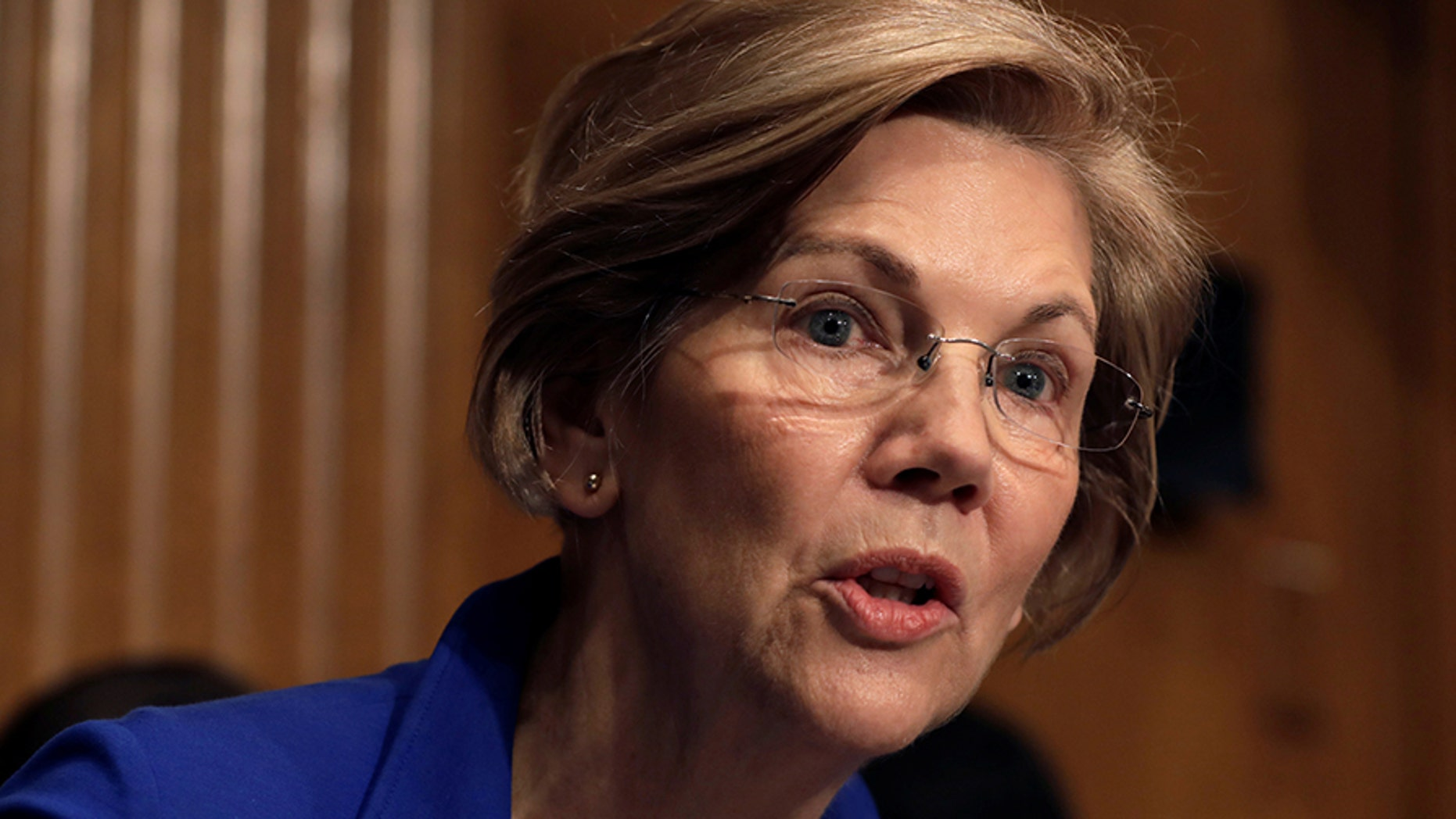 "Massachusetts Democratic Sen. Elizabeth Warren, a champion of her party's ""progressive"" wing, is backing Richard Cordray for Ohio governor."