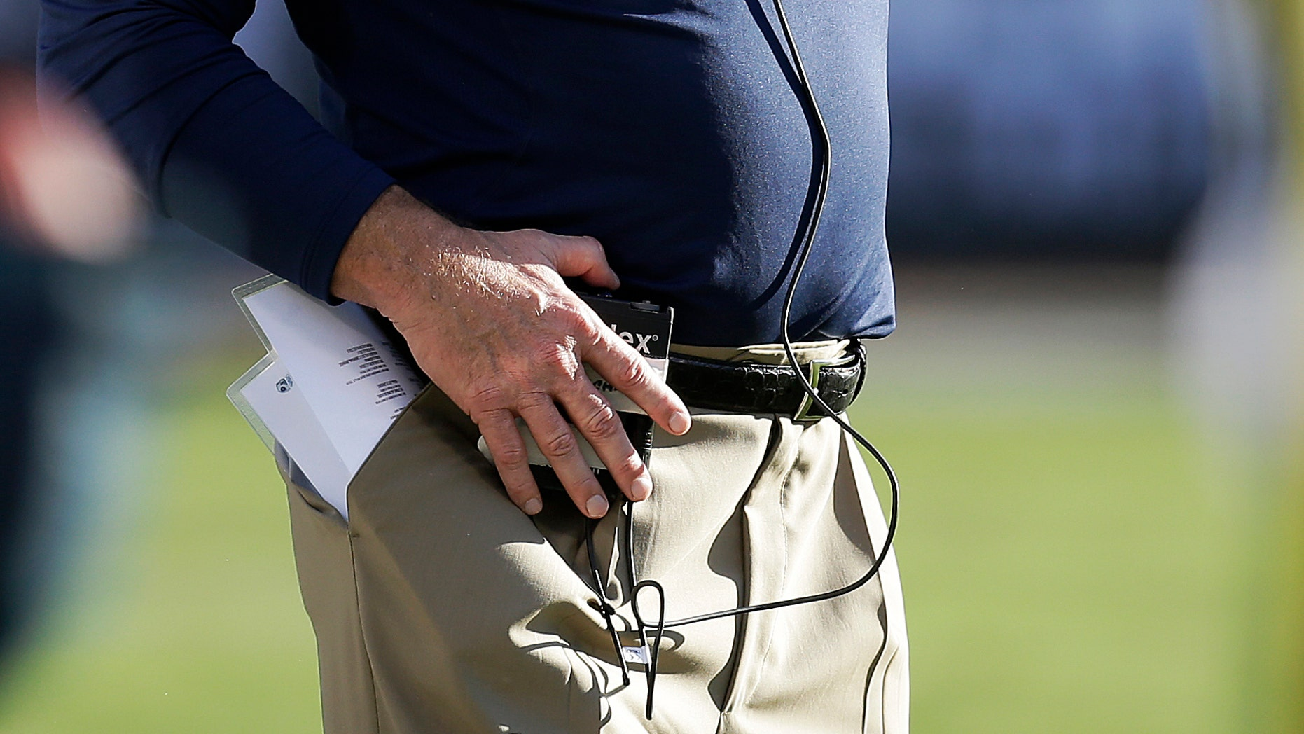 Tennessee Titans head coach Mike Munchak watches from the sideline during the second quarter of an NFL football game against the Oakland Raiders in Oakland, Calif., Sunday, Nov. 24, 2013. (AP Photo/Ben Margot)