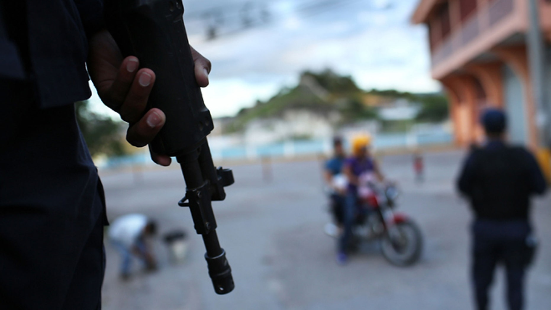 TEGUCIGALPA, HONDURAS - JULY 20:  Police patrol the streets of a gang ridden neighborhood on July 20, 2012 in Tegucigalpa, Honduras. Honduras now has the highest per capita murder rate in the world and its capital city, Tegucigalpa, is plagued by violence, poverty, homelessness and sexual assaults. With an estimated 80% of the cocaine entering the United States now being trans-shipped through Honduras, the violence on the streets is a spillover from the ramped rise in narco-trafficking.  (Photo by Spencer Platt/Getty Images)