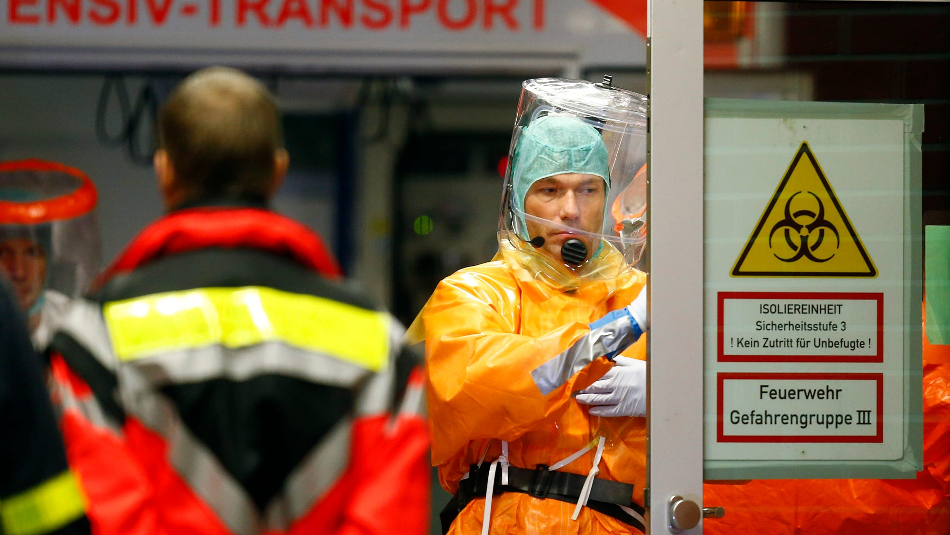Medical staff members wearing sealed protective suits work during the arrival of an Ebola patient at the Universitaetsklinikum Frankfurt (University Hospital Frankfurt) in Frankfurt, October 3, 2014. REUTERS/Ralph Orlowski