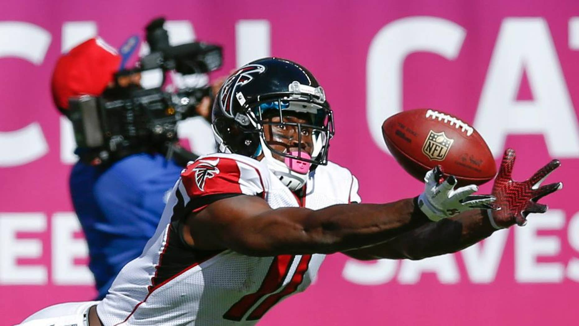 Atlanta Falcons wide receiver Julio Jones dives but is unable to catch a pass from quarterback Matt Ryan during the second half of an NFL football game against the New York Giants, Sunday, Oct. 5, 2014, in East Rutherford, N.J. (AP Photo/Kathy Willens)