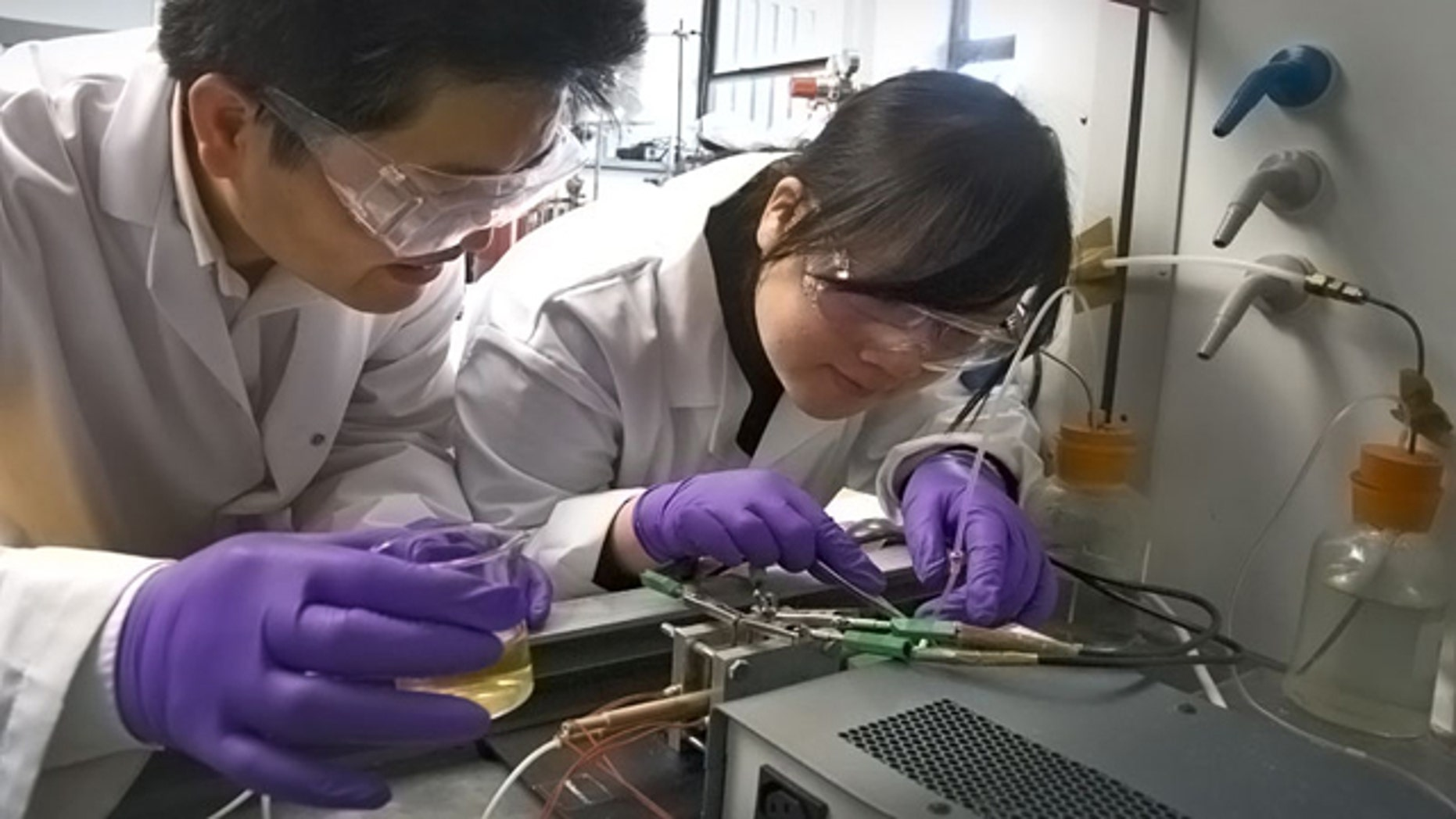 Dr Shanwen Tao and his research partner Dr Rong Lan have been awarded a £130,000 grant to develop their prototype Carbamide Power System