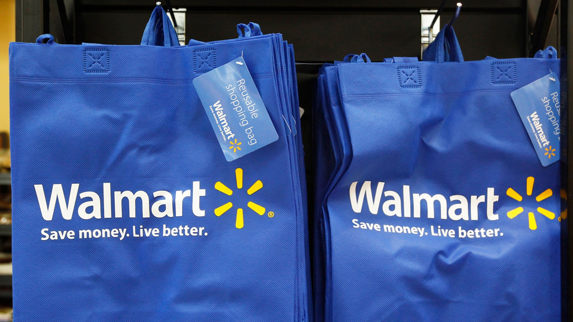 Re-useable Walmart bags are seen in a newly opened Walmart Neighborhood Market in Chicago September 21, 2011. The 27,000 square foot (2,508 square meters) store is the first in Illinois with an emphasis on groceries and basic household goods.  REUTERS/Jim Young      (UNITED STATES - Tags: FOOD BUSINESS) - RTR2RN4S