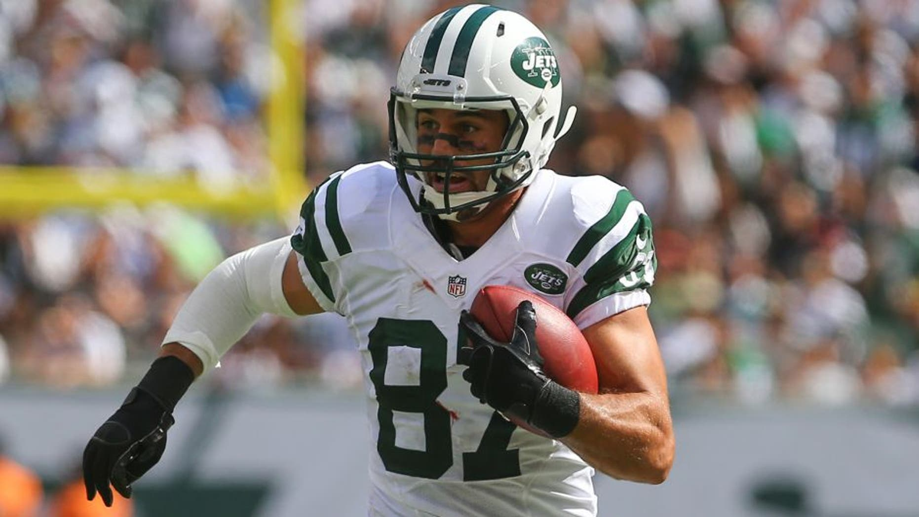 EAST RUTHERFORD, NJ - SEPTEMBER 7: Eric Decker (87) of the New York Jets runs with the ball during their game against the Oakland Raiders at MetLife Stadium on September 7, 2014 in East Rutherford, New Jersey. (Photo by Ed Mulholland/Getty Images)