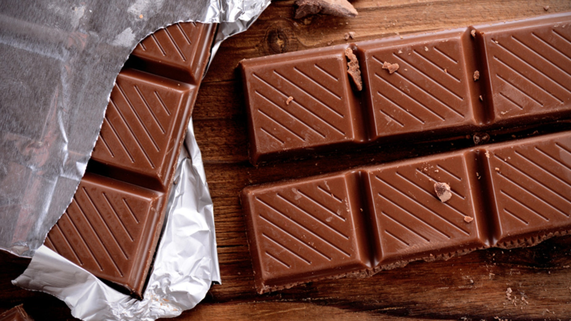 the chocolate bar on the wooden table