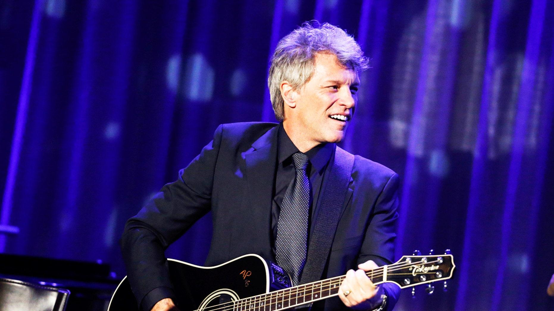 Singer Jon Bon Jovi performs during the Clinton Global Citizen Award in New York, U.S., September 19, 2016. REUTERS/Eduardo Munoz - RTSOIJJ