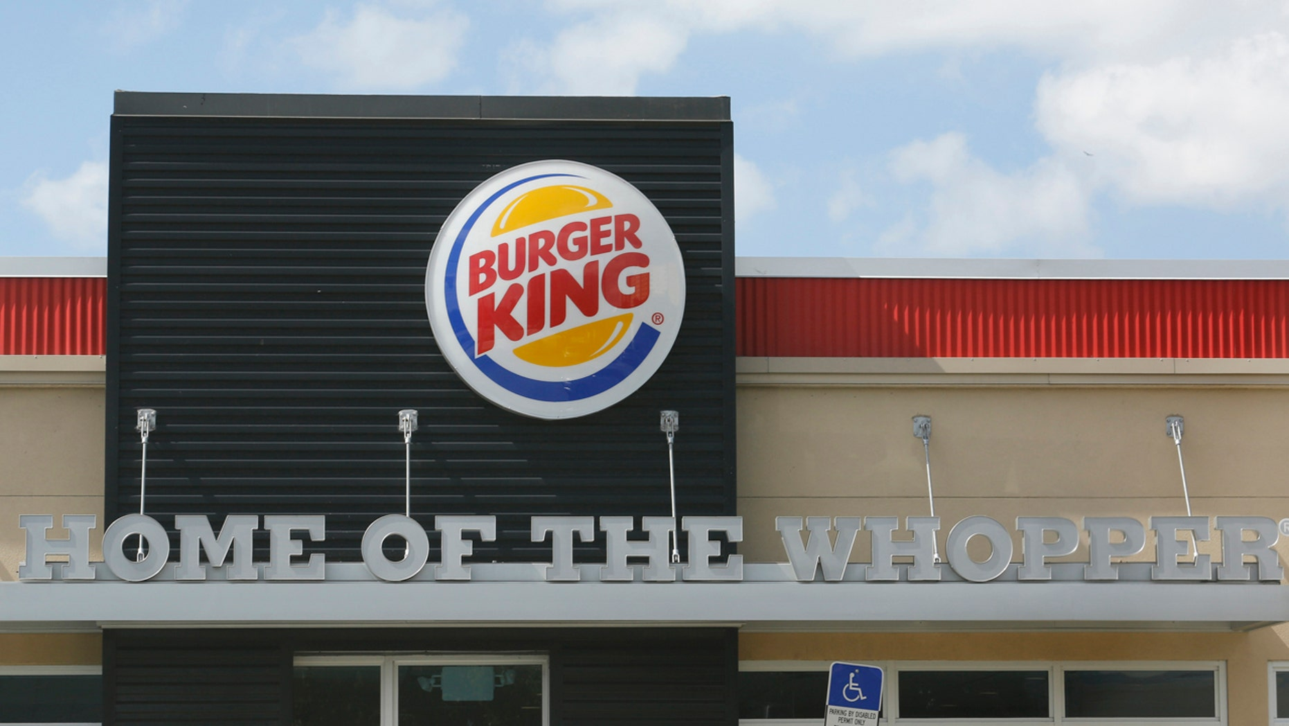 The sign on a Burger King restaurant is shown in Miami, Florida October 28, 2013. Picture taken October 28, 2013.   REUTERS/Joe Skipper (UNITED STATES - Tags: BUSINESS LOGO) - RTX14WPW