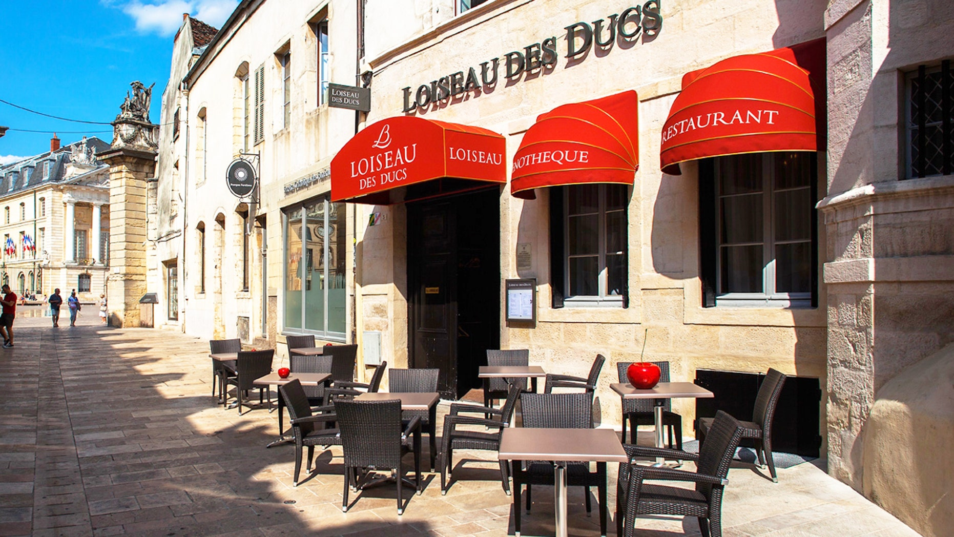 Loiseau des Ducs was able to track down a phony reviewer.