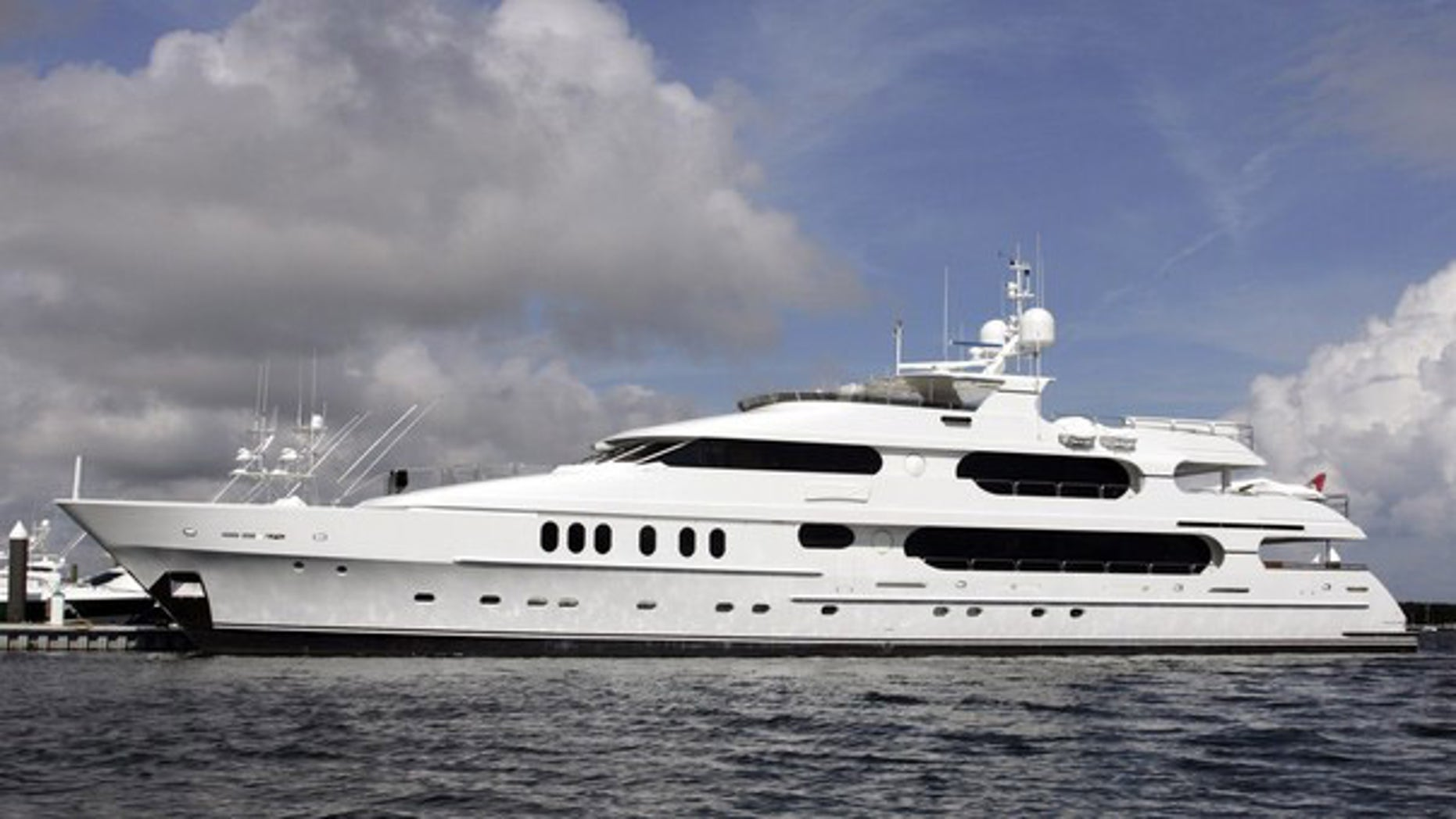 The 155-foot yacht Privacy owned by golfer Tiger Woods is seen at its dock at the Old Port Cove Marina in North Palm Beach, Florida December 16, 2009.(Reuters)
