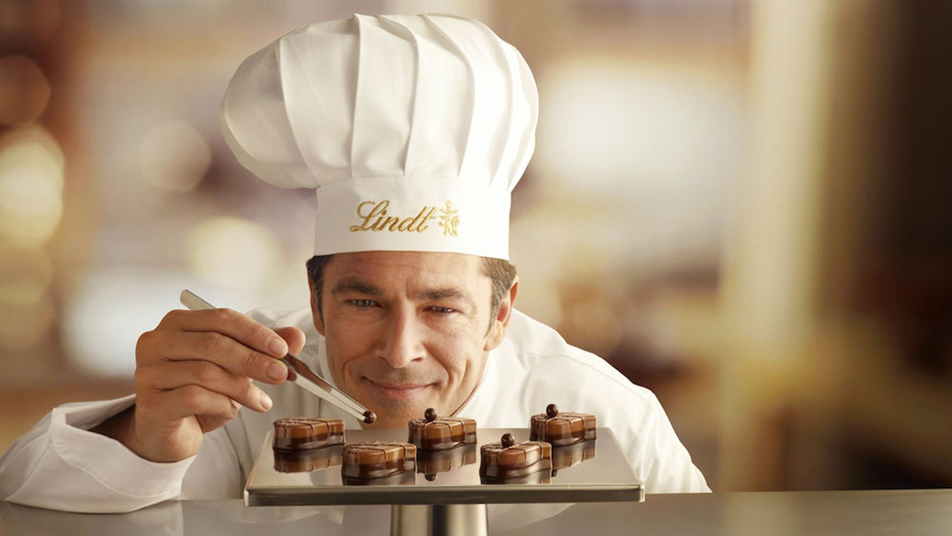 Chocolatiers are creating custom sweets for the celebrities and guests for the 73rd Annual Golden Globe Awards.