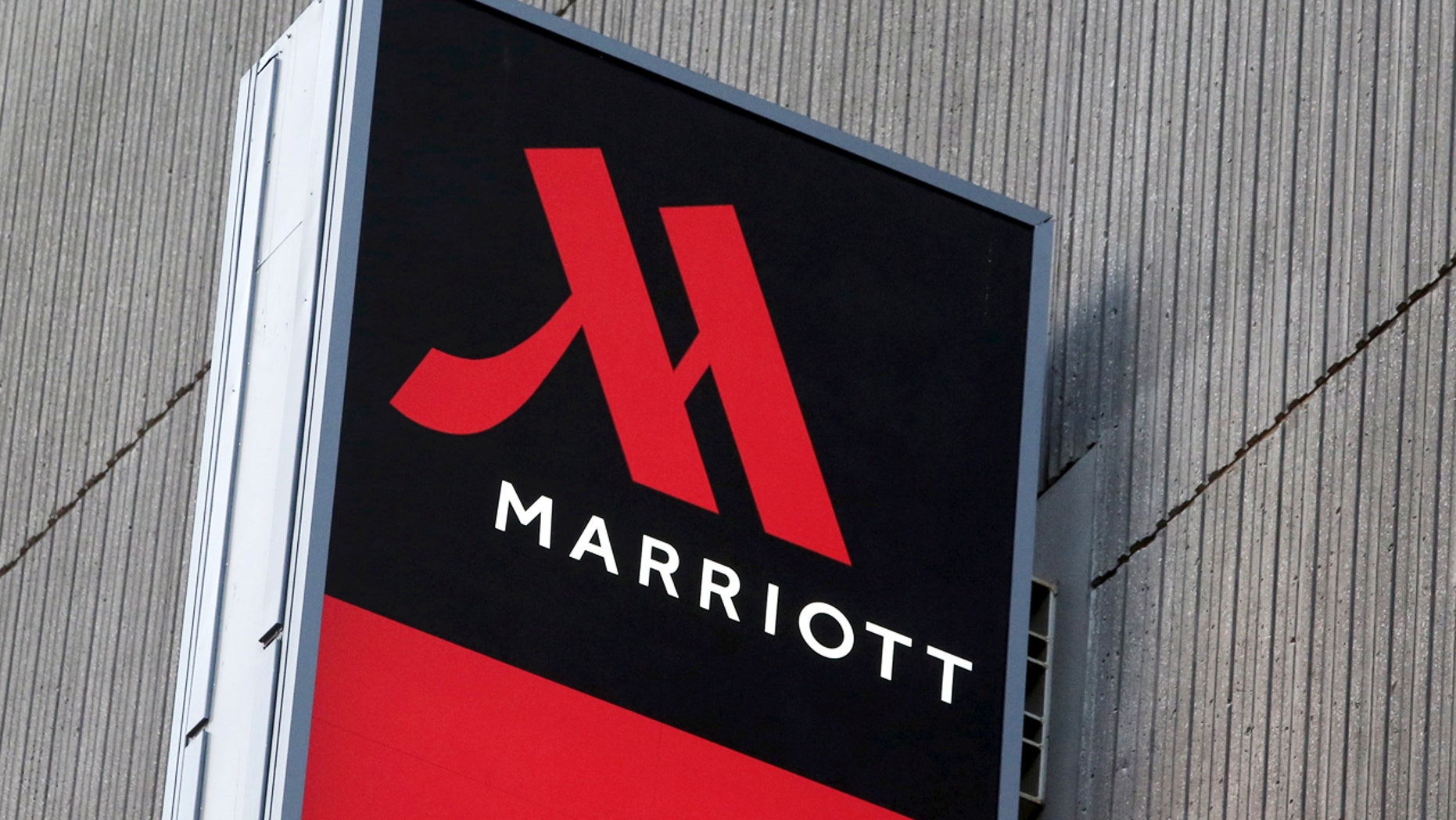 Signage for the New York Marriott Marquis is seen in Manhattan, New York, November 16, 2015.  REUTERS/Andrew Kelly/File Photo - RTSOOZG