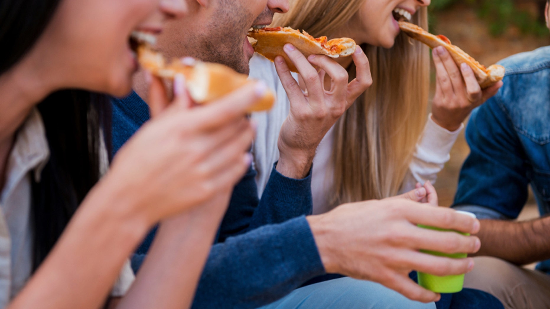 Men eat more when they dine out with women.
