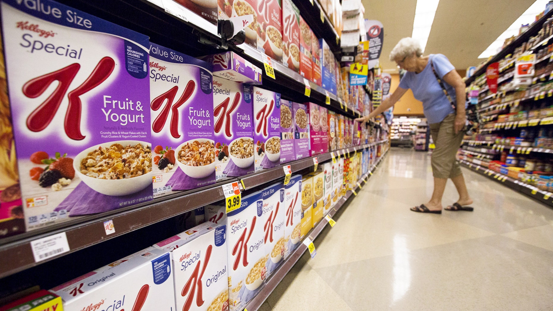 Various types of Kellogg's cereals are pictured at a Ralphs grocery store in Pasadena, California August 3, 2015. REUTERS/Mario Anzuoni - RTX1MWWG