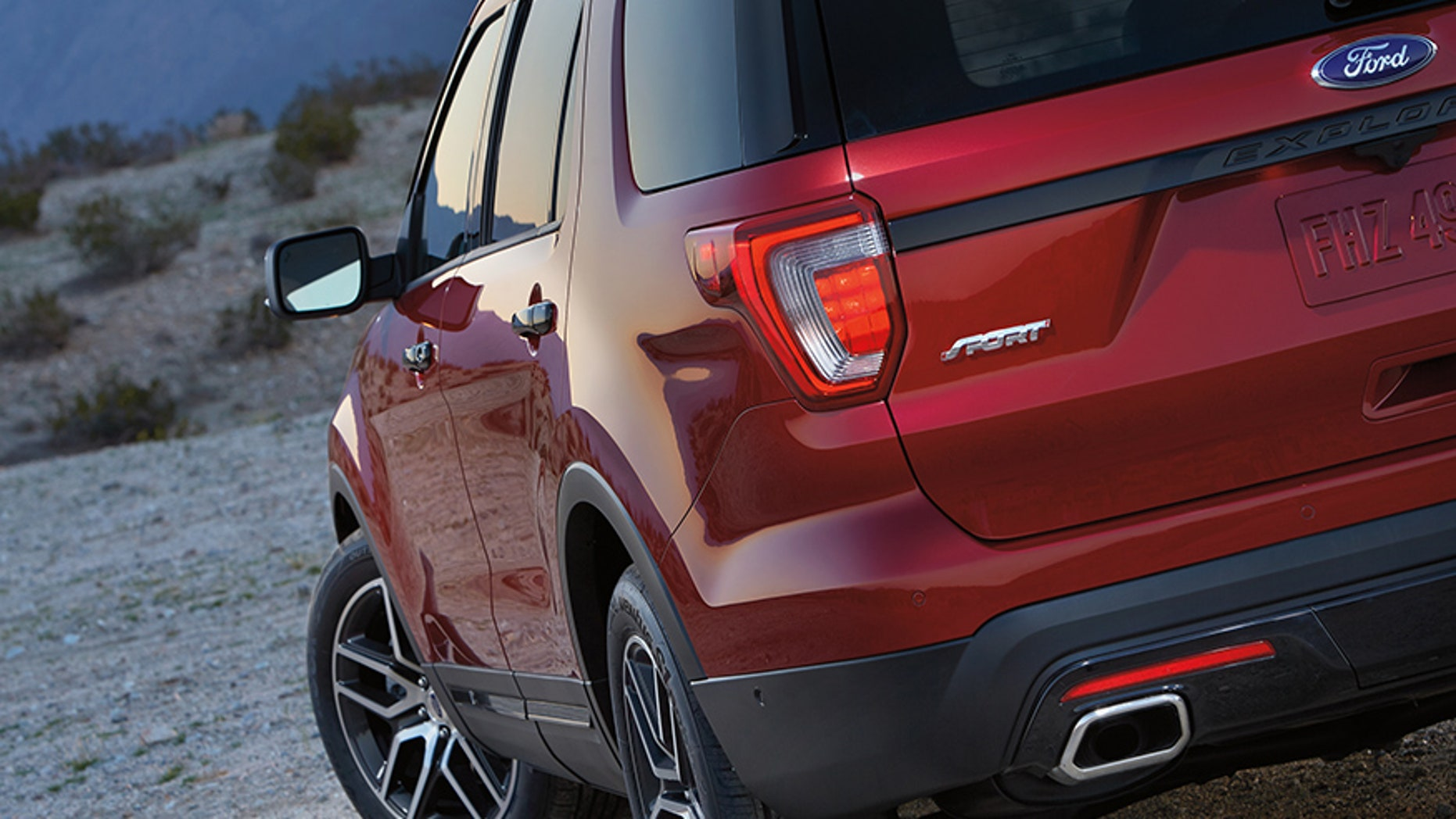 2017 Ford Explorer rear tail light exhaust view