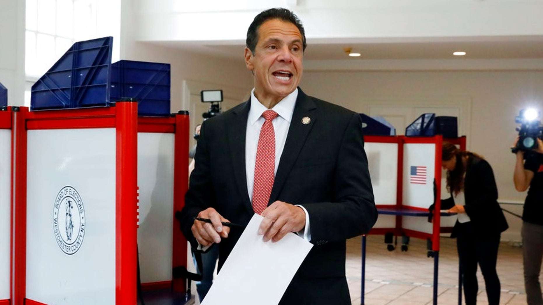 Cuomo rips New York Times, CNN, others, over Amazon's .8B incentive package