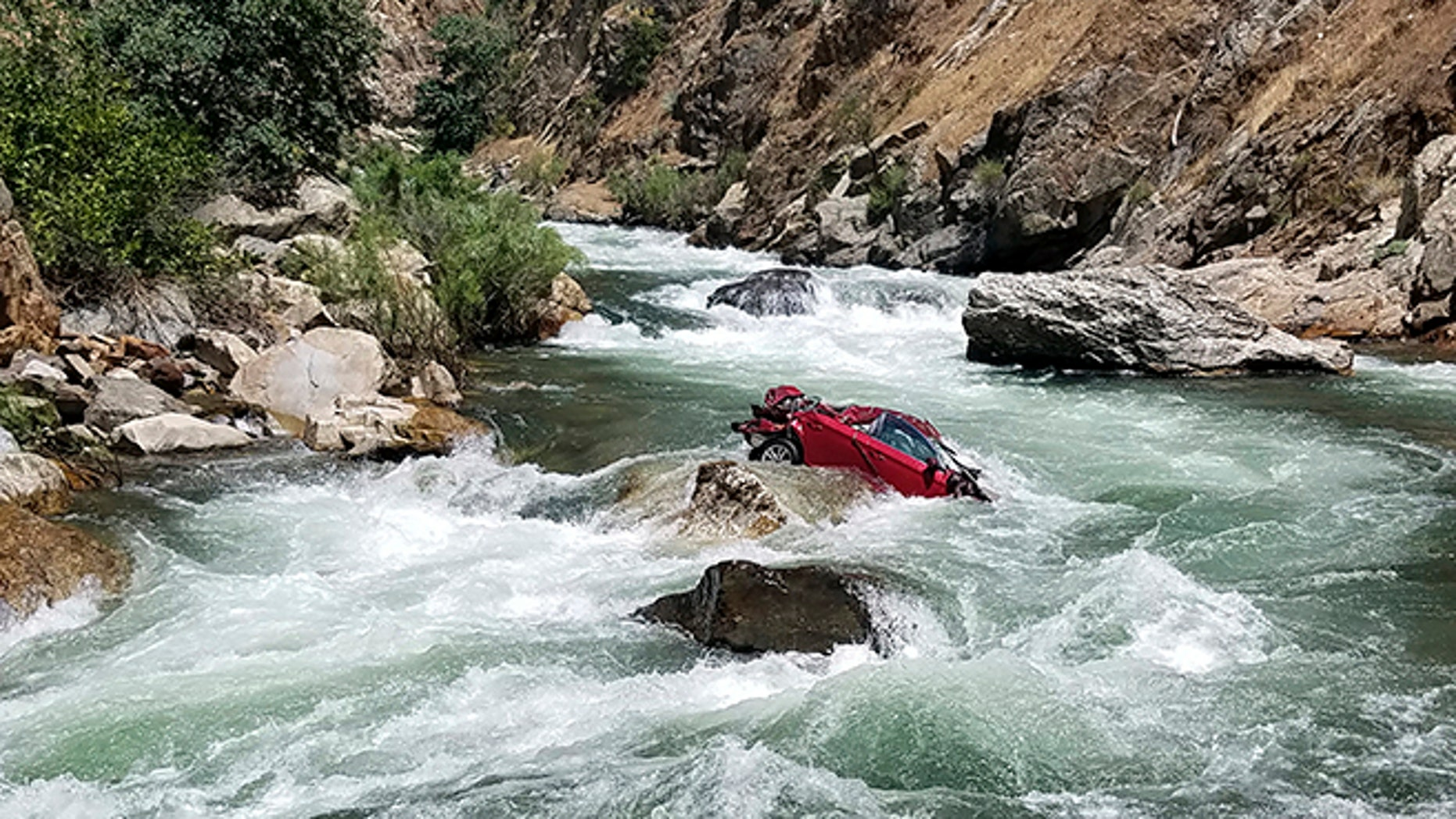 Authorities have recovered the bodies of two Thai exchange students who died after their car plunged off a cliff more than a month ago in Central California and became lodged in a dangerous river.