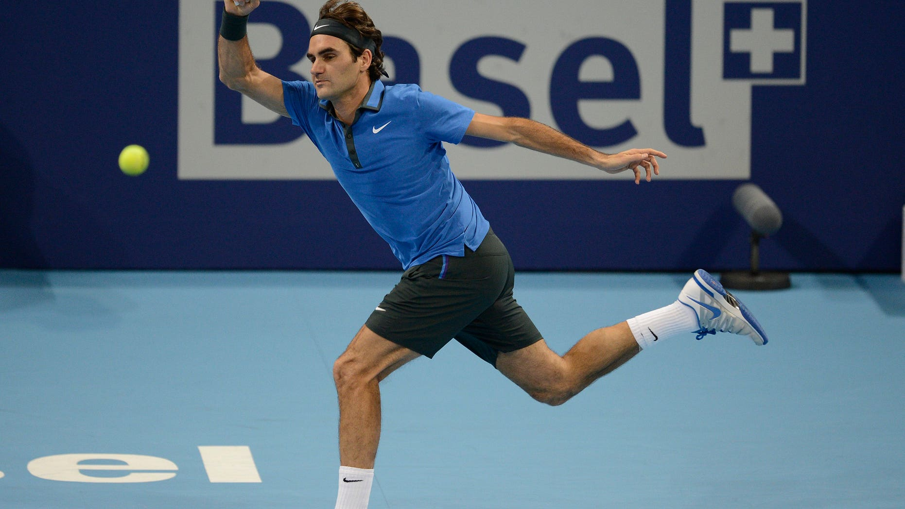 """FILE - This is a  Sunday, Oct. 28, 2012  file photo of Switzerland's Roger Federer as he returns a ball to Argentina's Juan Martin Del Potro during their final match at the Swiss Indoors tennis tournament at the St. Jakobshalle in Basel, Switzerland. Roger Federer says  he will play at the Swiss Indoors in October, ending speculation he could skip his hometown tournament in a contractual dispute. Federer told the  Swiss daily Tages Anzeiger on Wednesday April 10, 2013 that """"everyone knows how much this tournament means to me, and that is still true.""""  (AP Photo/Keystone/Georgios Kefalas, File)"""