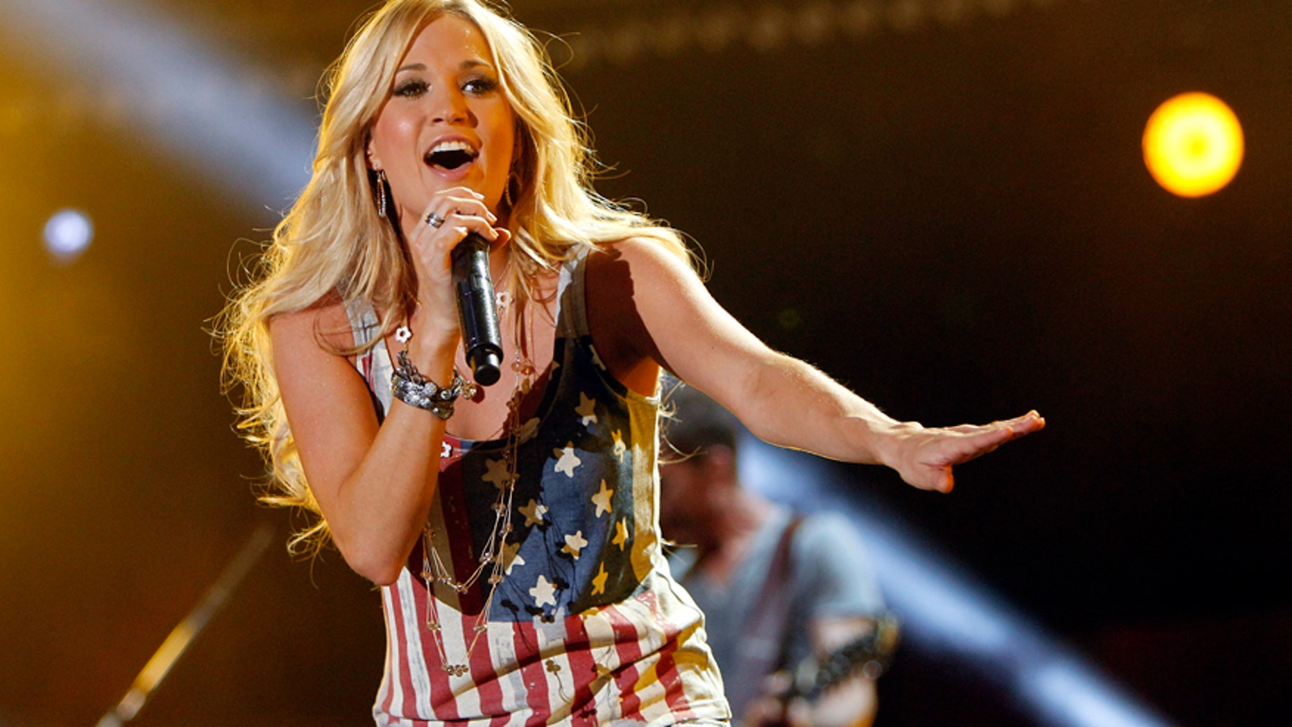 Carrie Underwood performs during the Country Music Association (CMA) Music Festival in Nashville, Tennessee June 8, 2012. REUTERS/Harrison McClary (UNITED STATES - Tags: ENTERTAINMENT) - RTR33BPF